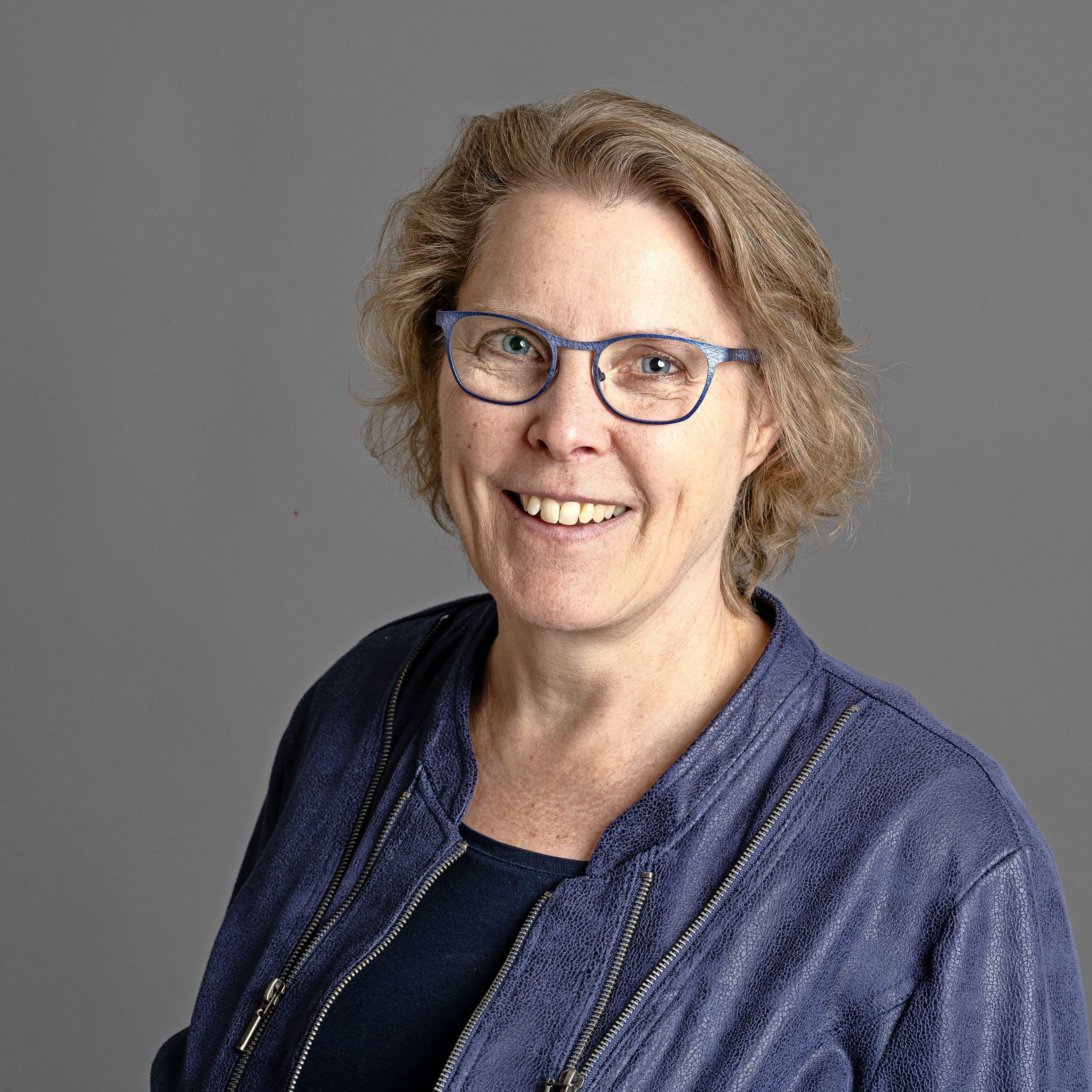 Paula Hijne heeft van haar beperkingen haar kracht gemaakt en zich ontwikkeld tot expert in het begeleiden van mensen met evenwichts- of gehoorproblemen. Haar tweede boek is uit