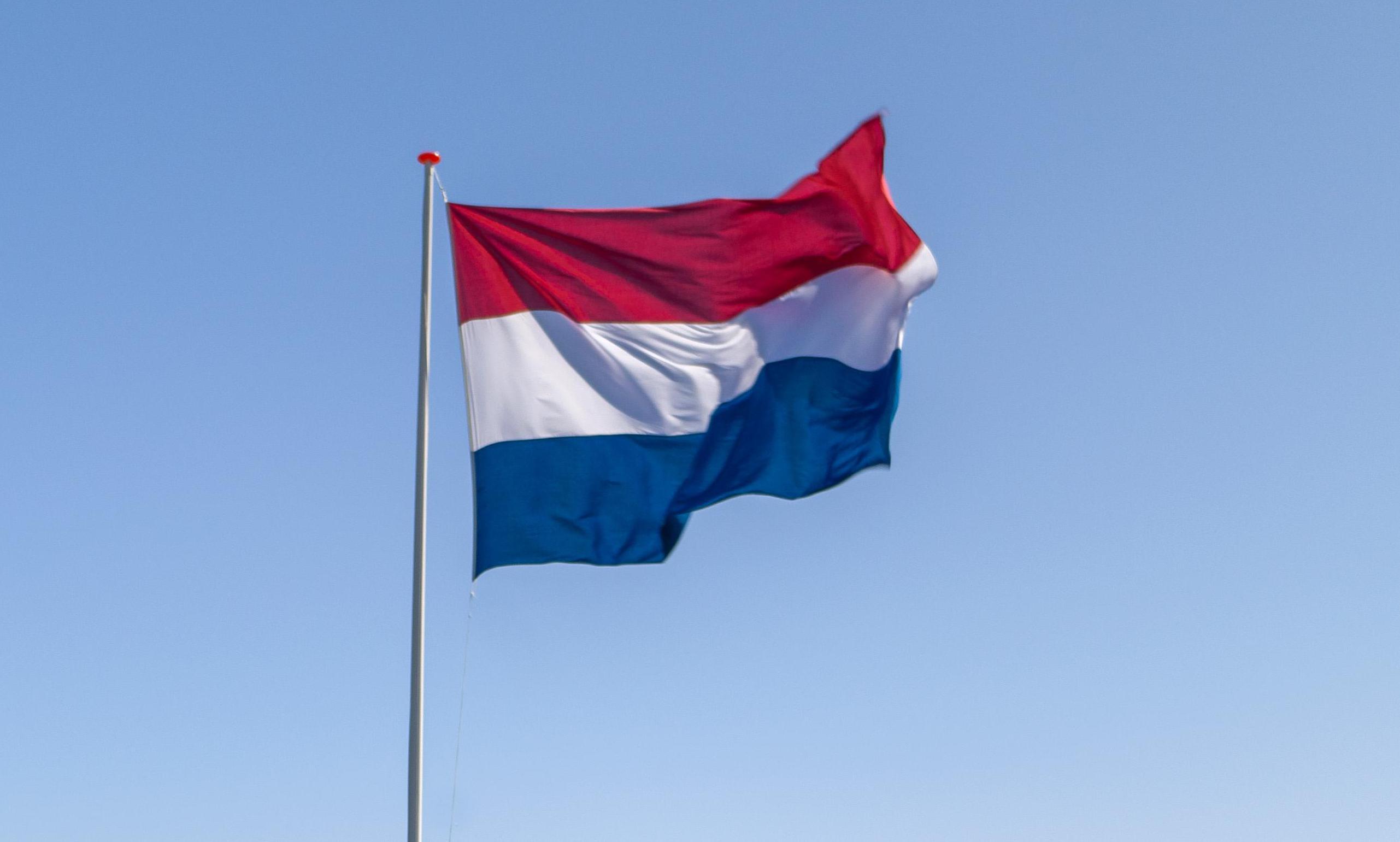 Geen Nederlandse vlag vanuit de Zuidertoren in Enkhuizen, als gevolg van coronamaatregelen