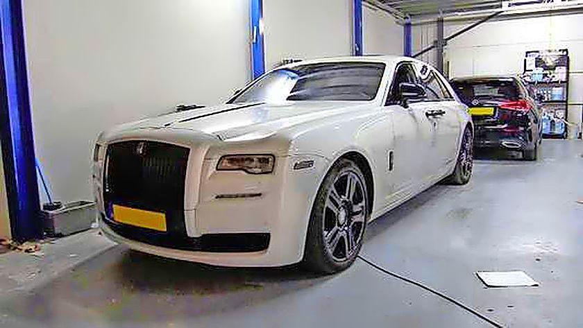 Politie Kennemerland start grootschalig witwasonderzoek naar Hoofddorpse luxe-autoverhuurder van BN'ers