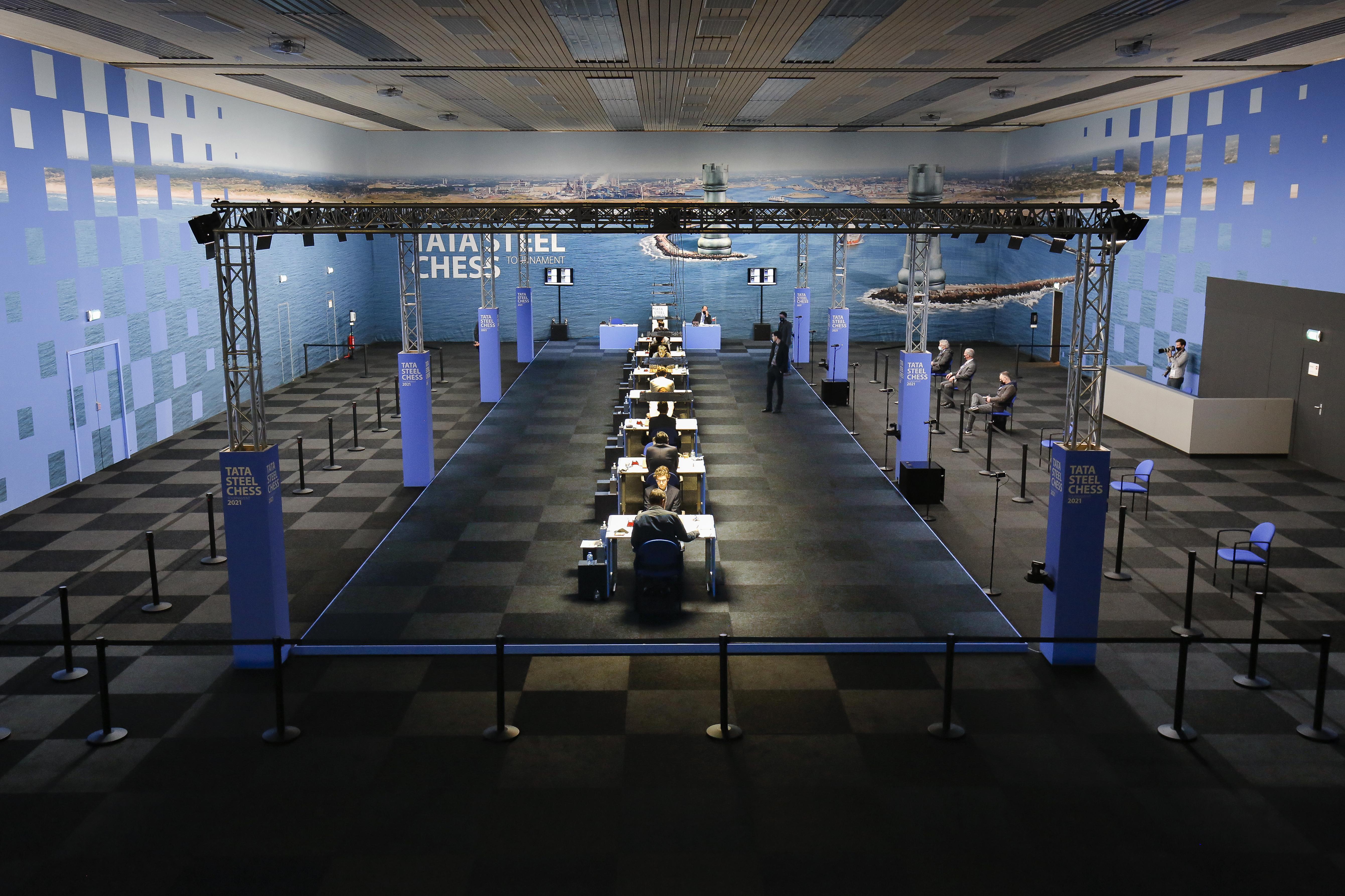 Tata Steel Chess in coronatijd: veertien grootmeesters, dat is alles. Geen pelgrimstocht naar doodstil Wijk aan Zee, het mekka van het schaken
