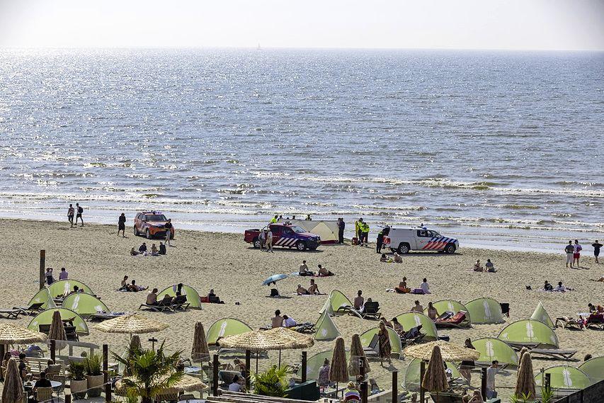 Man uit zee gehaald door strandgangers en gereanimeerd in Zandvoort