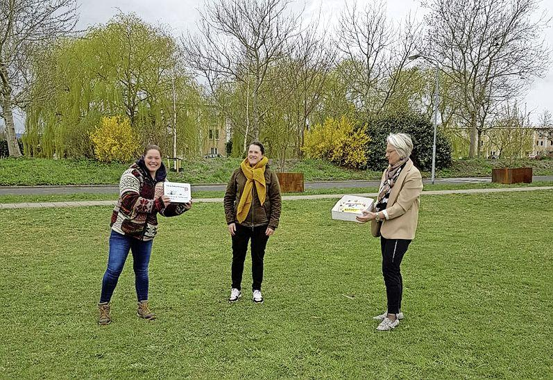 Waardering voor vrijwilligers van Zaanstad; wethouder trakteert op taart