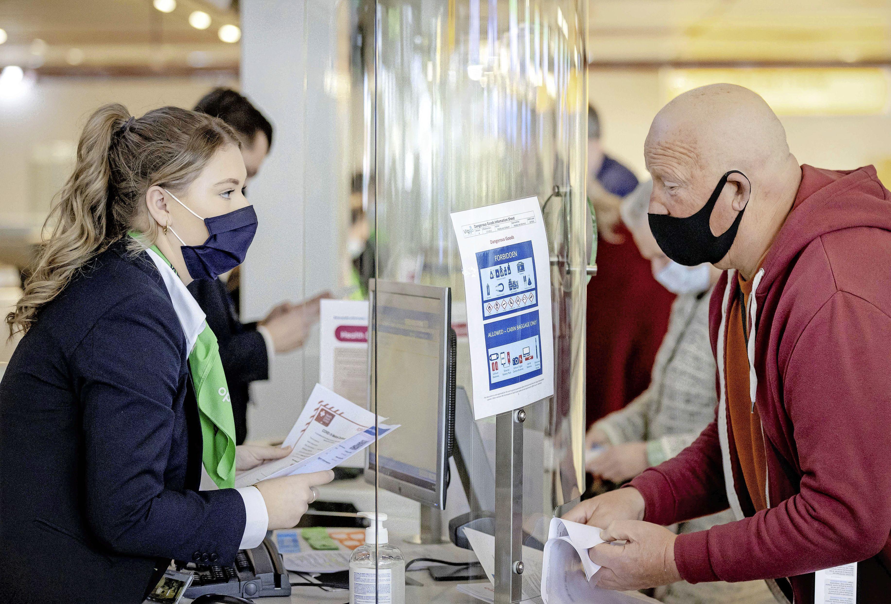 'Schiphol moet op zoek naar grote testlocaties'