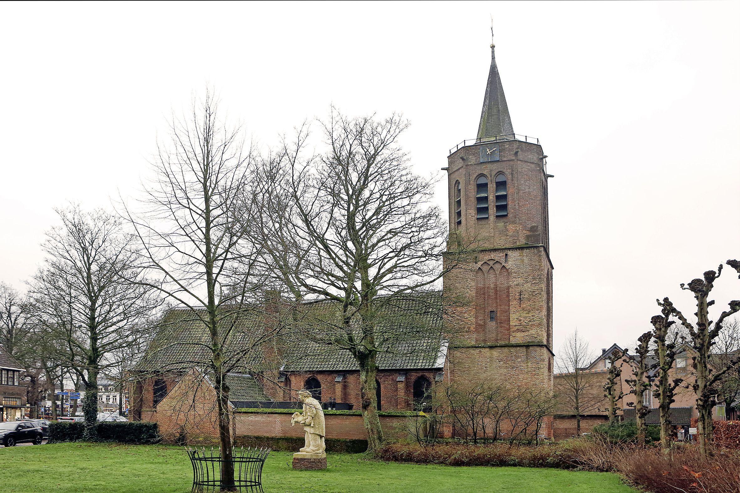 Oudste stemlokaal van het Gooi, misschien wel van Nederland, staat in Laren. Voor één keer stemhokjes in Johanneskerk