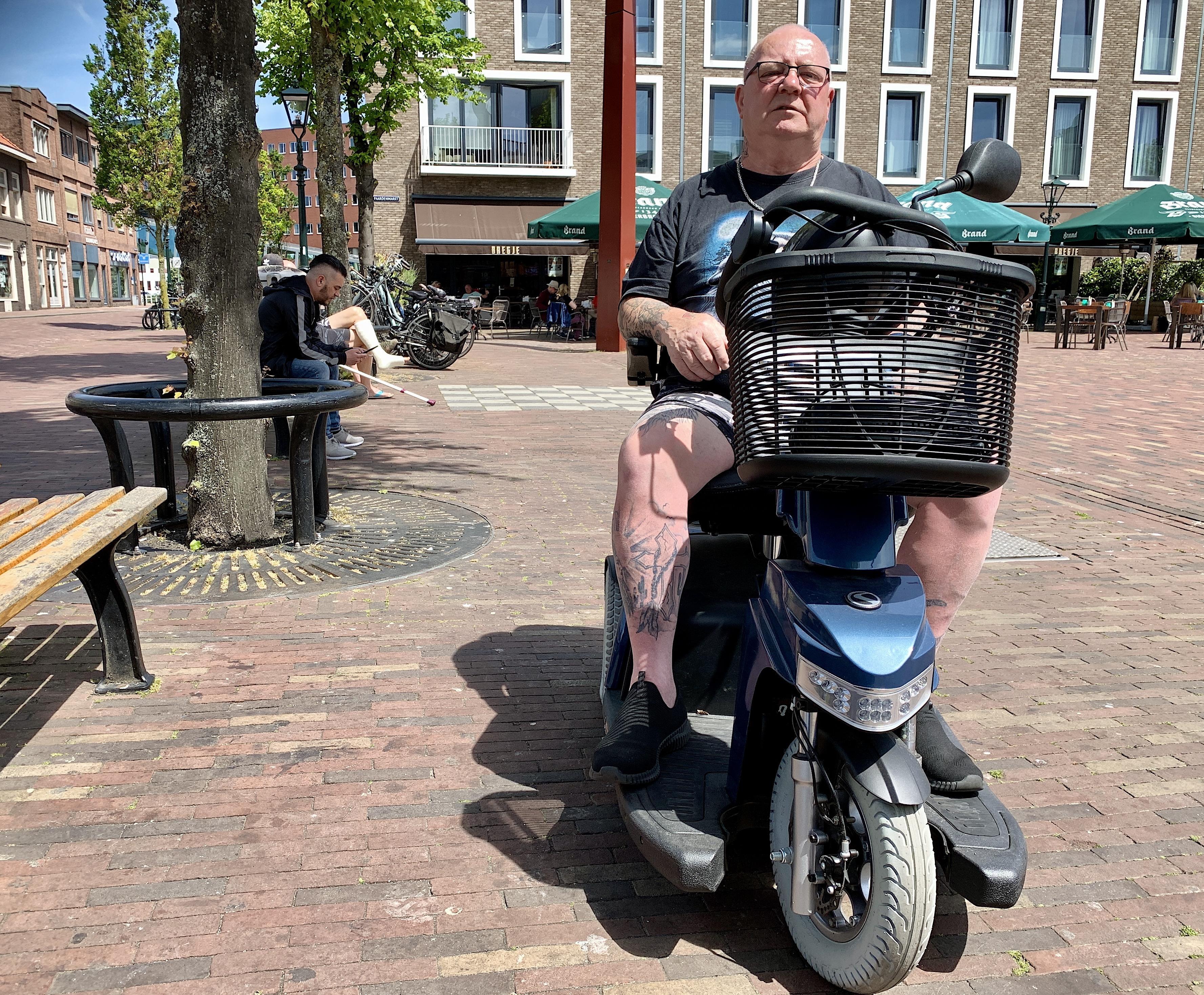 ,,Drie keer zat ik naast Onze Lieve Heer'', vertelt ex-alcoholverslaafde Gerrit (67) uit Alkmaar. ,,Hij vroeg: wat wil je nou eigenlijk? Hier blijven, of naar beneden?''