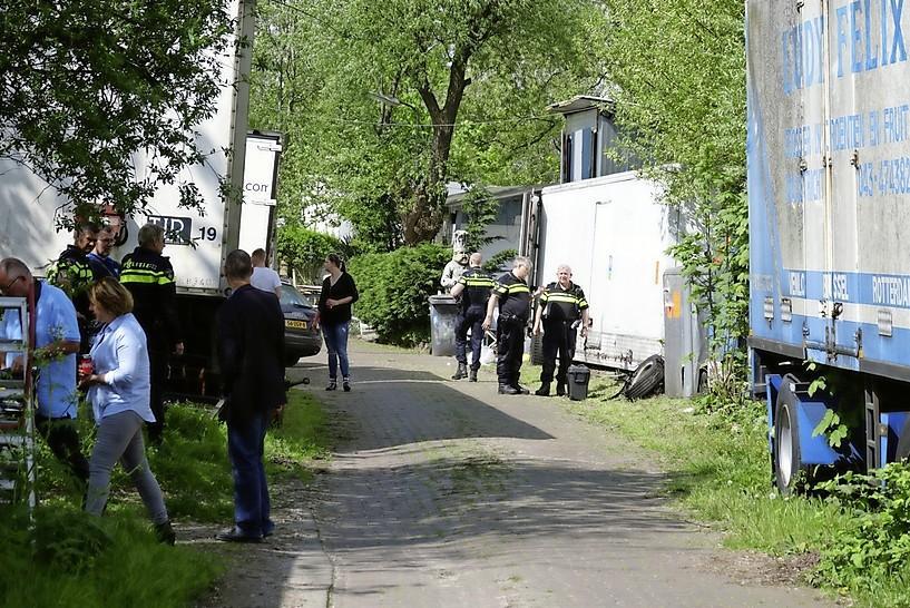 Familie aan Hemkade in Zaandam wraakt rechters RvS om kwestie hek: 'Dit is geen burenruzie, we zitten nu al ruim een jaar in een gevangenis'