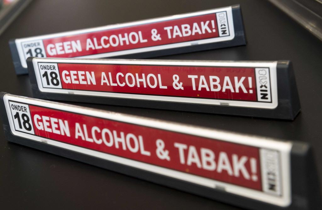 Supermarkten en slijterijen in Gooise Meren in de fout bij controle op verkoop alcohol; burgemeester Han ter Heegde is boos