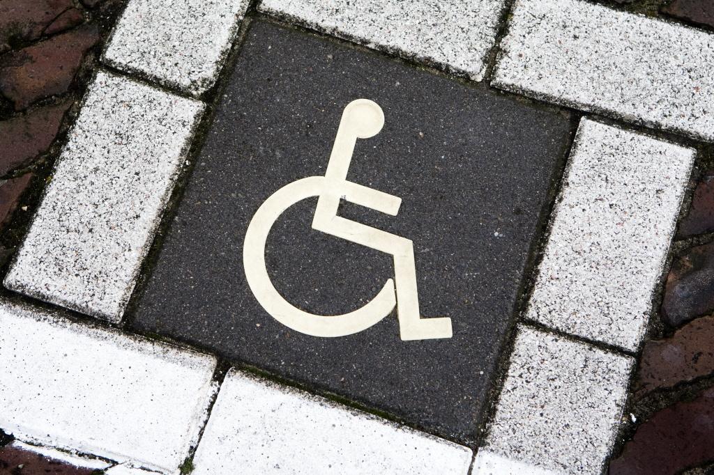 Vakantie in Volendam teleurstellend voor rolstoeler Alex
