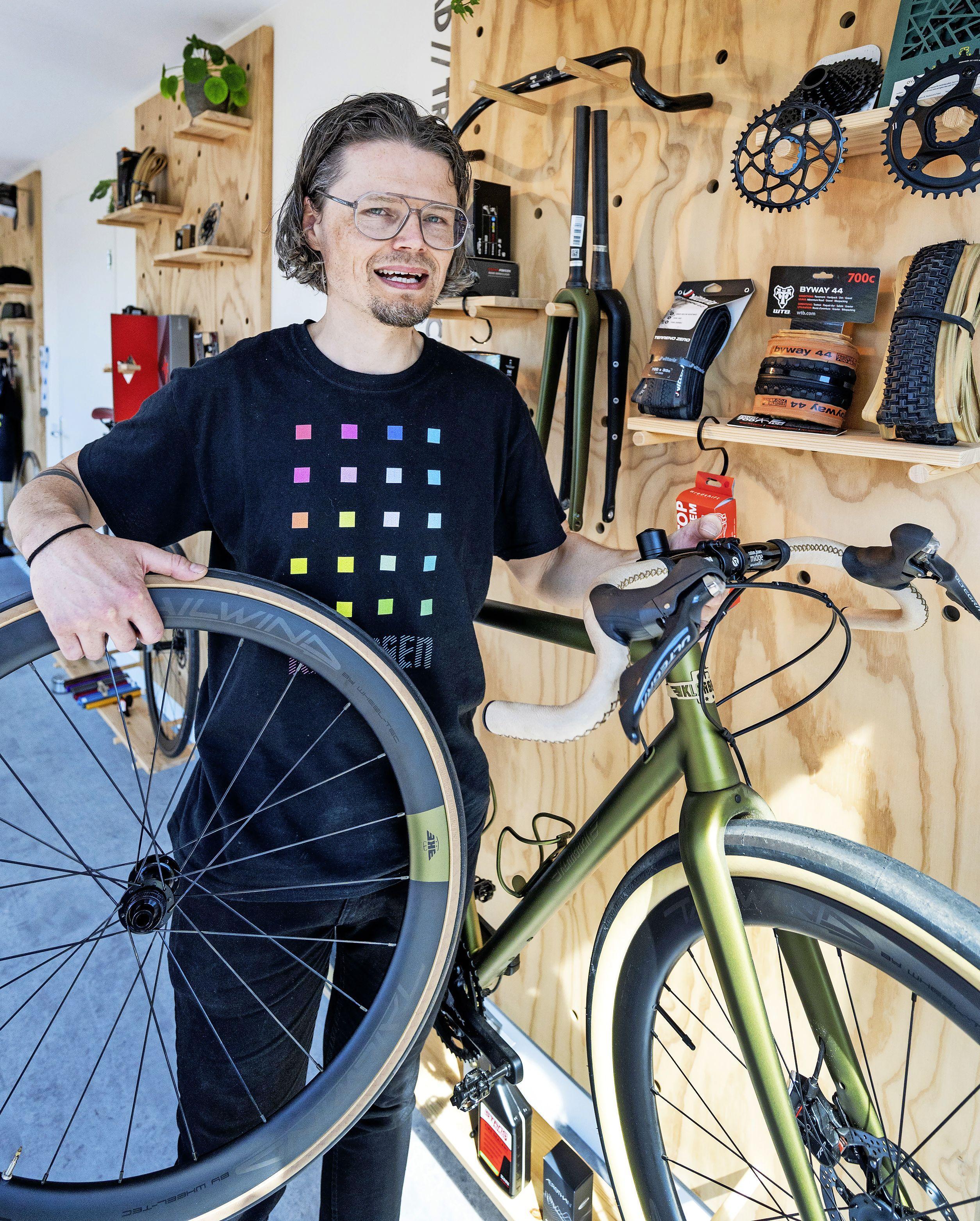 Freek Klaassen is eindelijk thuis, racefietsenbouwer vindt plek in Haarlem