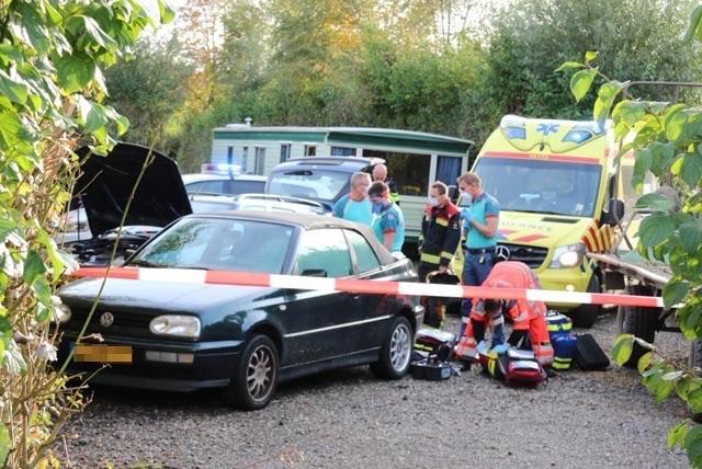 Klussende man (60) overleden na wegschieten krik op terrein camping De Drecht
