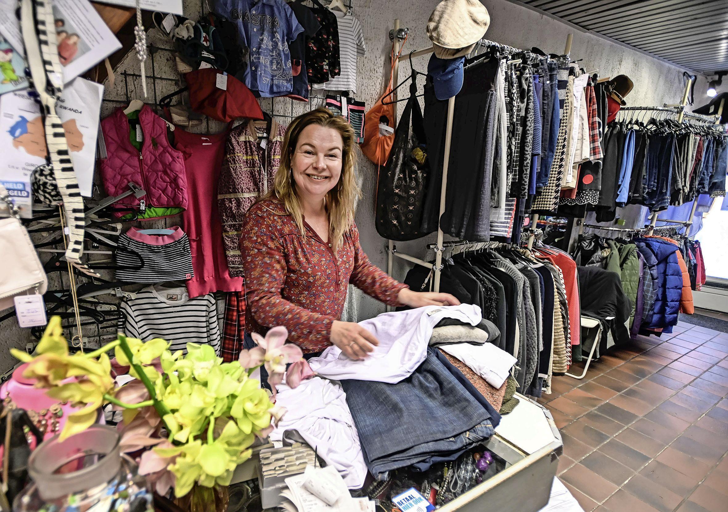 Kringloopwinkels mogen 'open', maar Lilian Peerdeman van Suks of Suks zit nog steeds tandenknarsend thuis