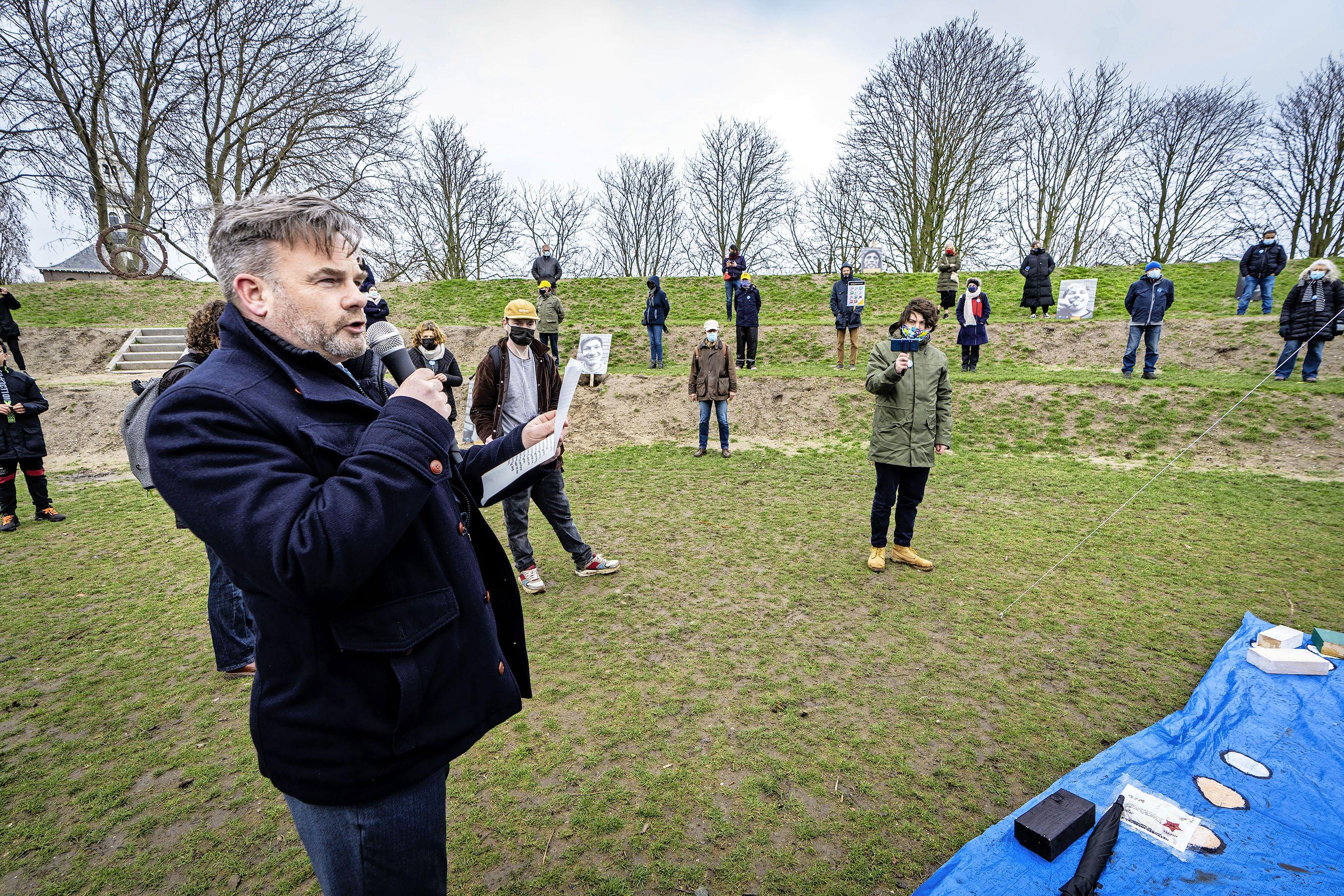 Manifestatie 'lopend vuur' in Ankerpark Leiden: 'Ik hoop dat het bewustwording creëert'