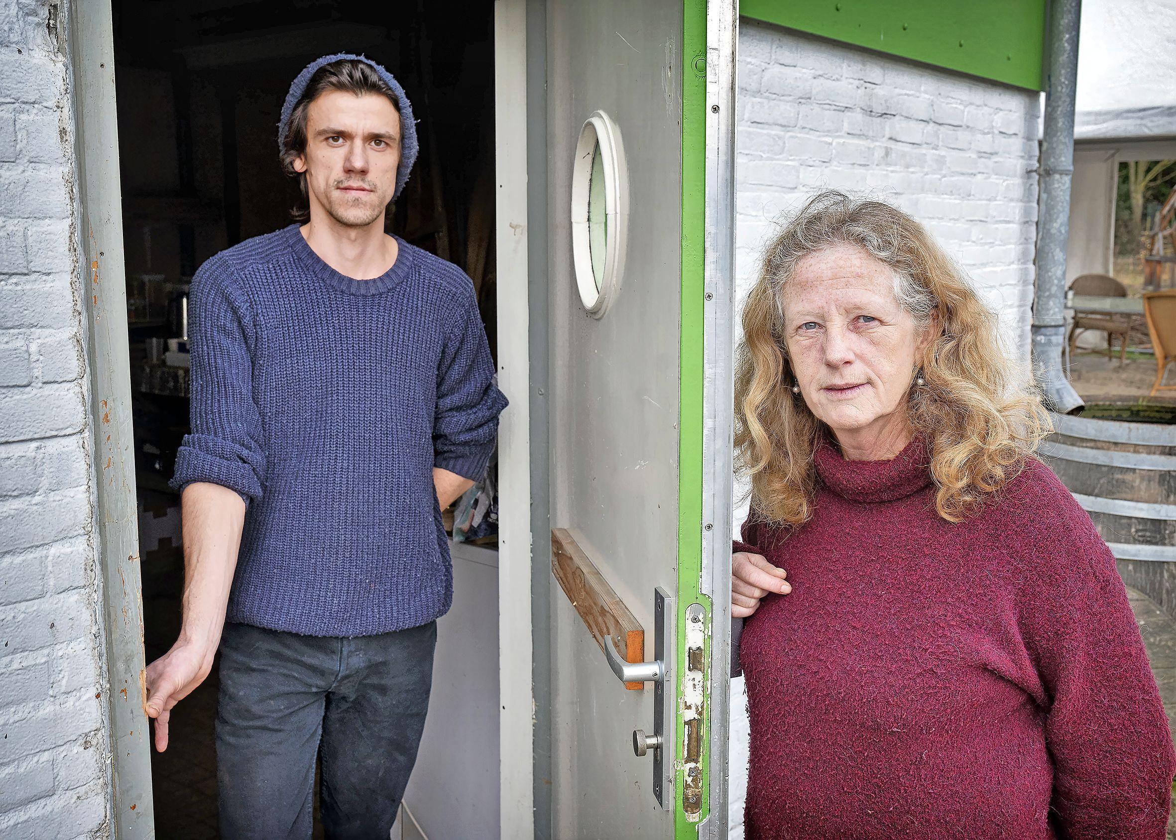 Sociale moestuinen langs het Spaarne in Haarlem beroofd van hun tuingereedschap. 'Die klojo's komen hier de boel leeghalen'
