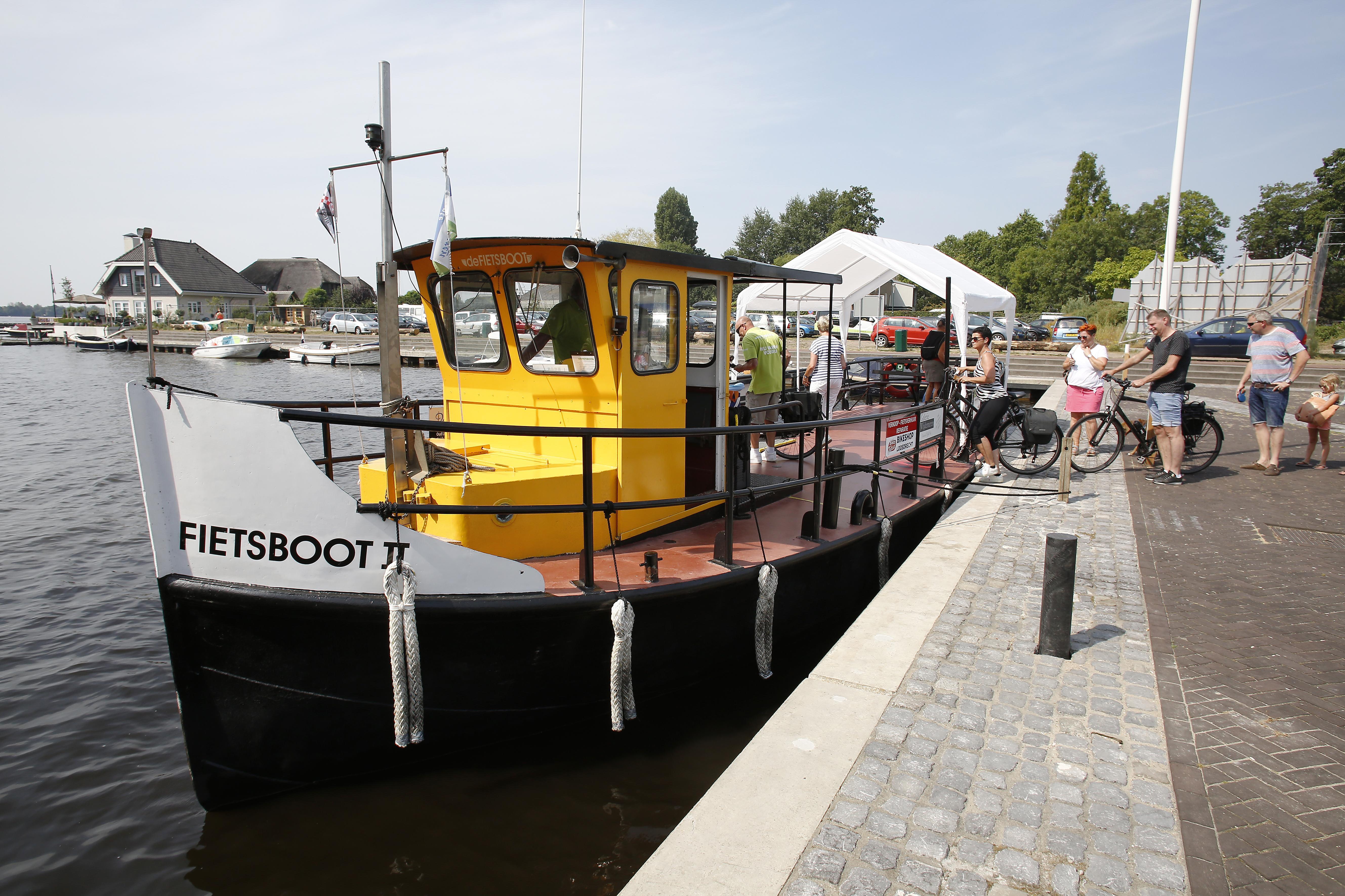 Fietsboot Loosdrecht blijkt klapper: liefst 1500 passagiers voeren mee