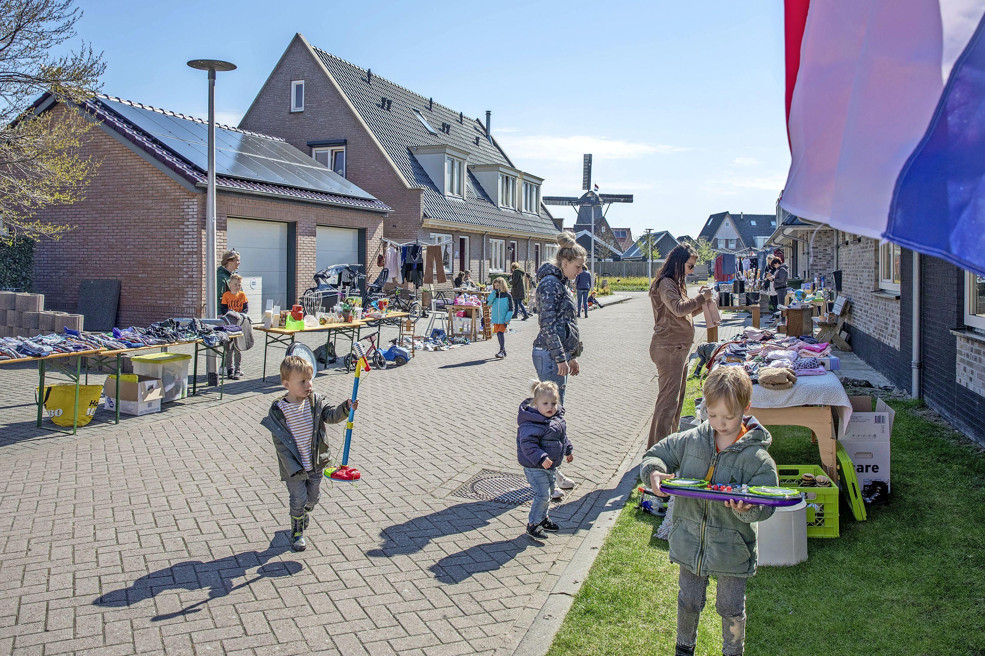Koningsdag zonder vrijmarkt? Meer dan honderd Texelaars vinden dat maar niks en handelen vanuit de voortuin