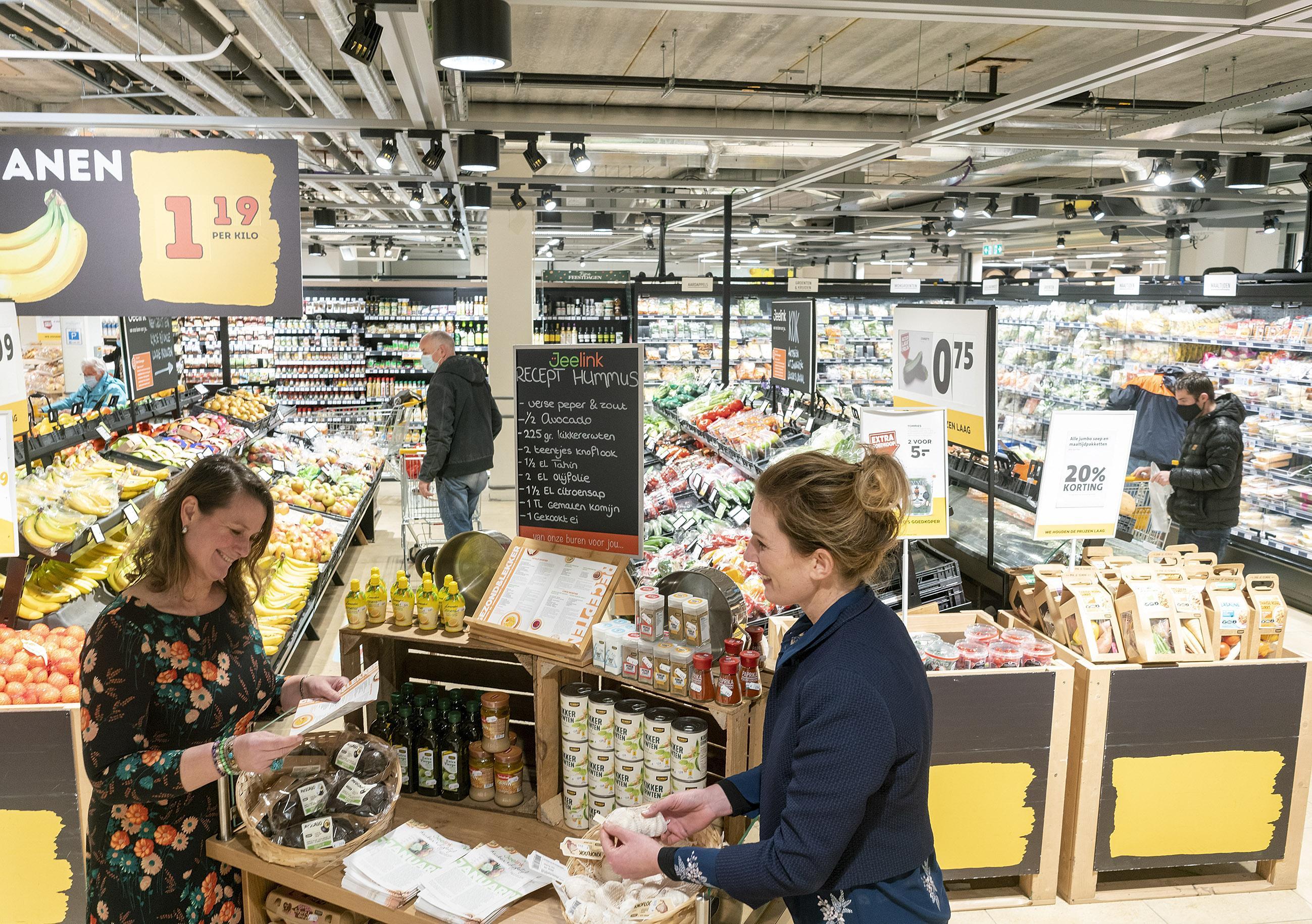 Supermarkten West-Friesland sluiten eerder vanwege avondklok: 'We bewegen mee'