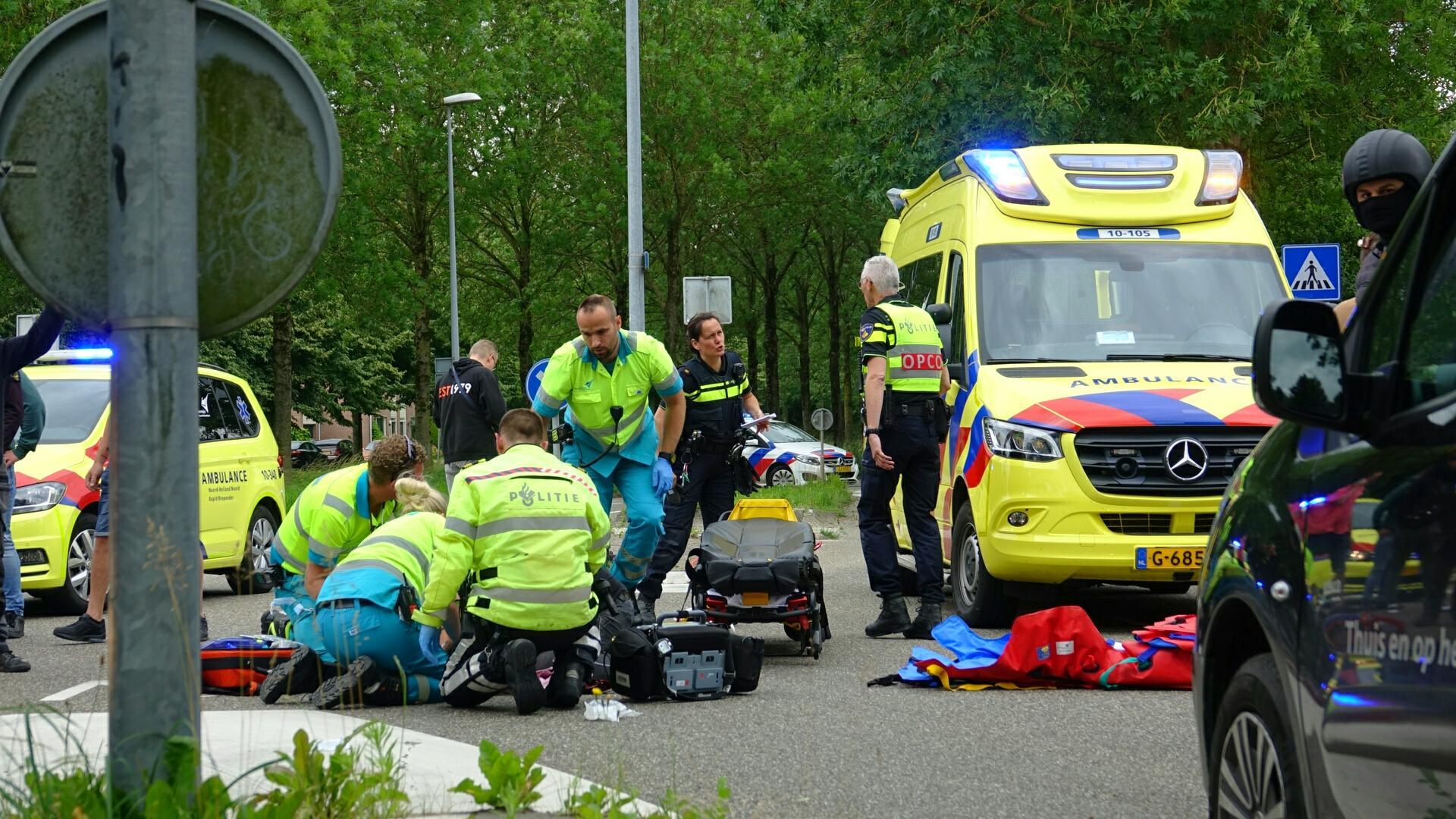 Twee meisjes geschept door auto in Blokker, drie ambulances en traumateam ingezet [video]