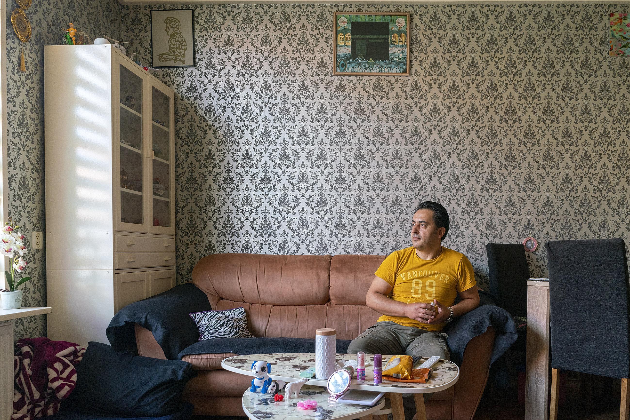 Tranen om een volksbuurt: 'Een kromme rug maakt verhuizen wel moeilijk', zegt Ibrahim Neguzel. Hij moet straks zijn huis uit, maar zijn lijf laat hem in de steek