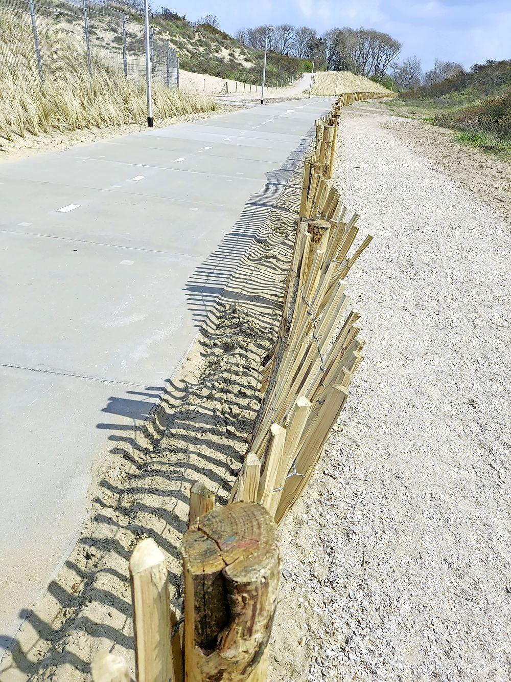 Gemeente doet aangifte van vernieling houten hekwerk naast nieuw fietspad door Katwijkse duinen: 'We roepen de daders op zich alsnog te melden bij de politie'