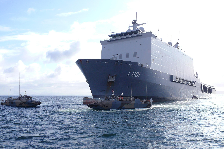 Uitbraak van corona op vier marineschepen. Positief geteste bemanningsleden vliegen naar huis