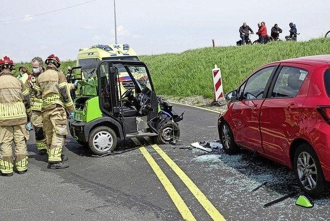 Minstens drie incidenten met e-cars in Waterland: zijn de elektrische voertuigen nou zo onveilig? 'Te groot voor het fietspad, te klein voor de rijbaan'