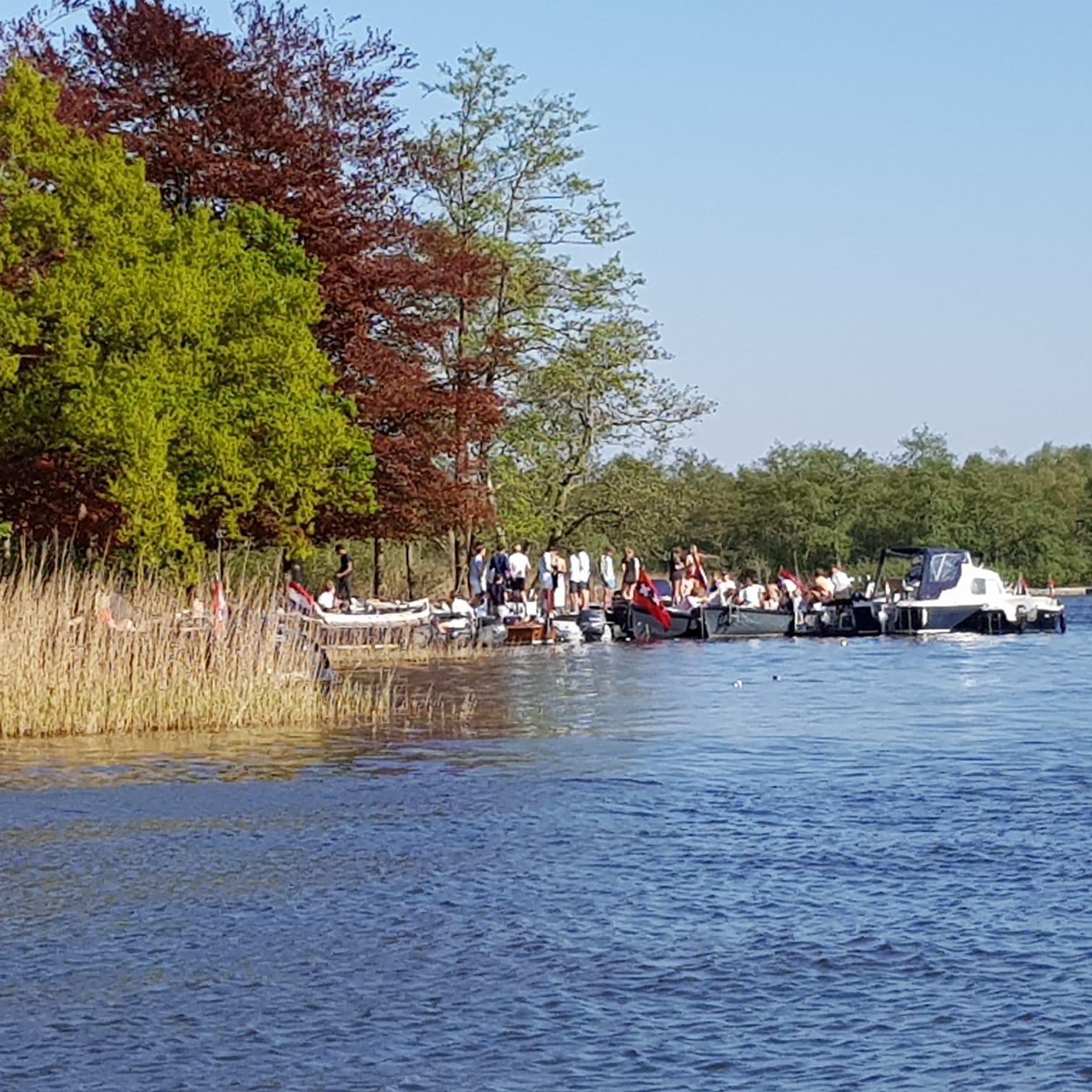 Vooral jongeren hebben steeds meer lak aan 'anderhalve meter': politie maakt eind aan feest op de Wastobbe in Loosdrecht