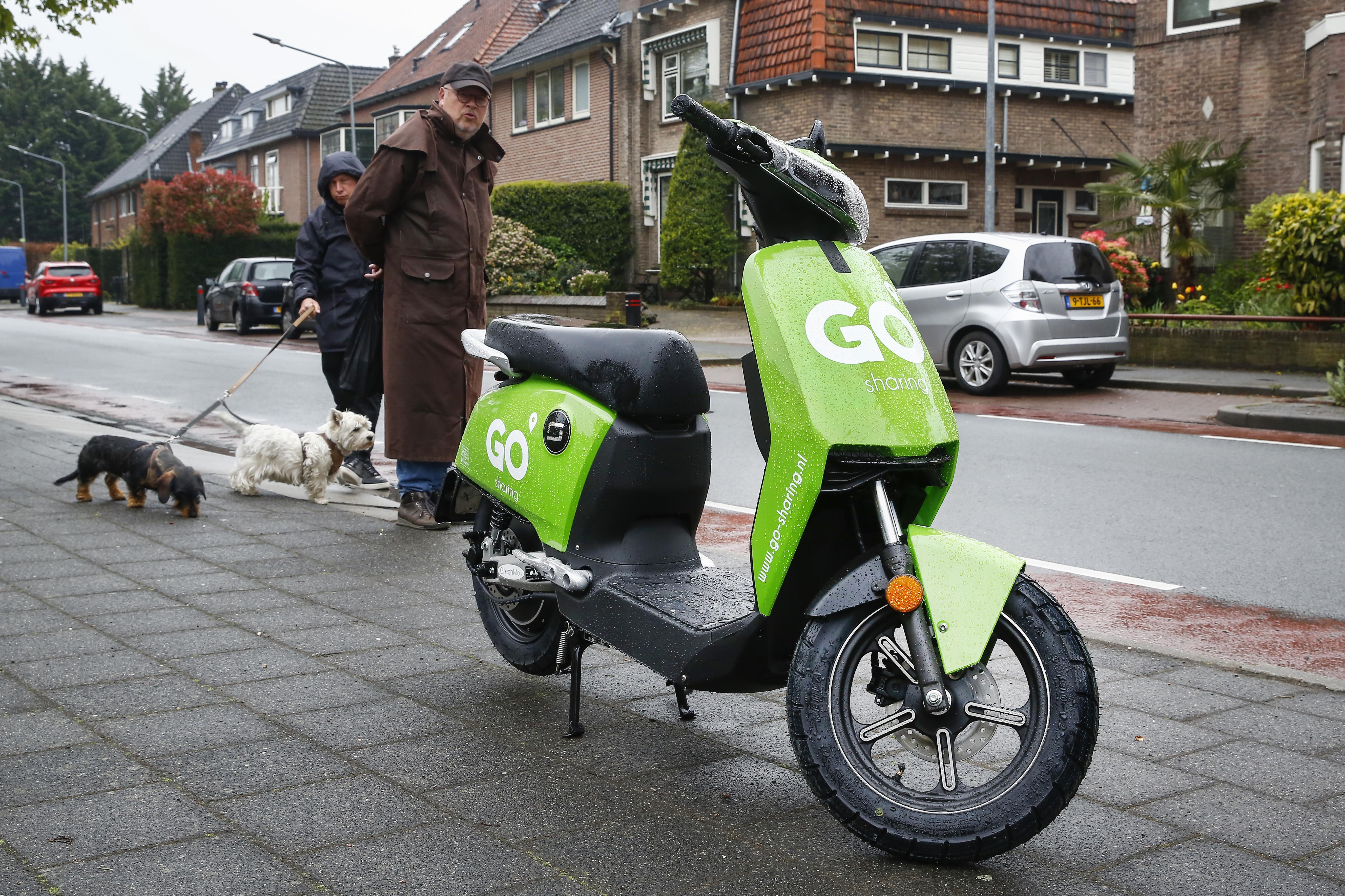 Wat vindt u van de nieuwe groene deelscooters in Hilversum? Stuur uw opmerkingen naar De Gooi- en Eemlander