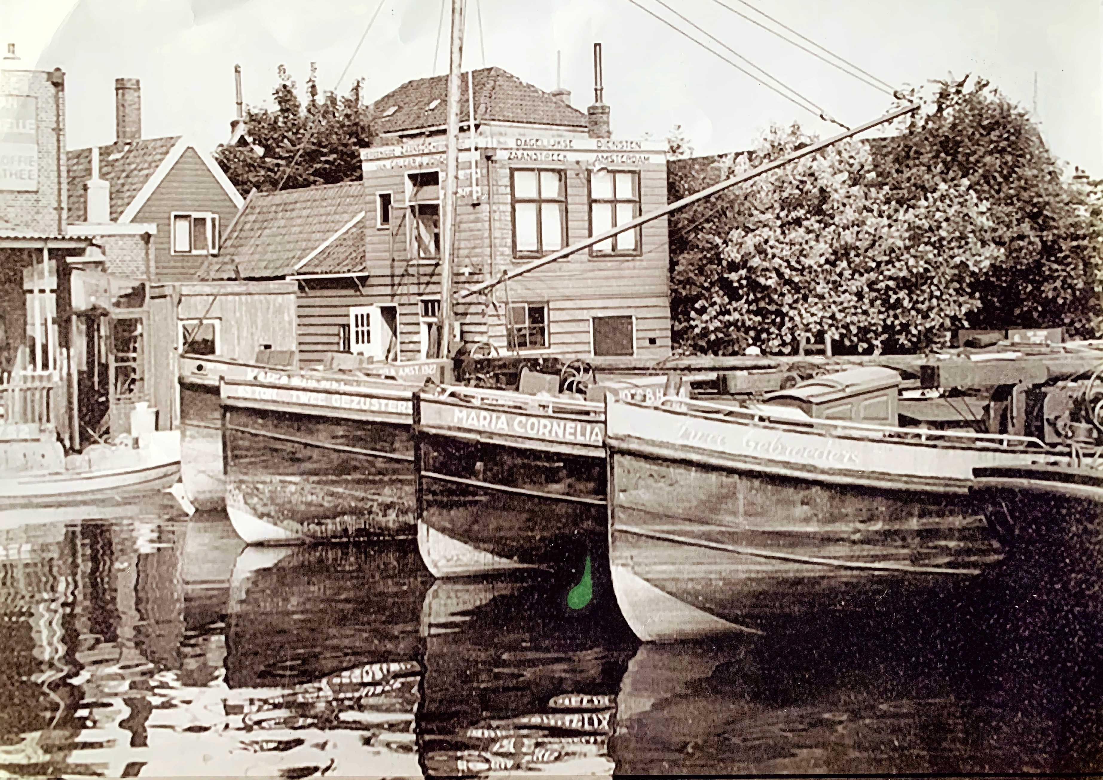 Schipper Cor was met Maria Cornelia II een maand onderweg om aardappels te halen in Groningen; niet zonder gevaar; een barre reis in de hongerwinter
