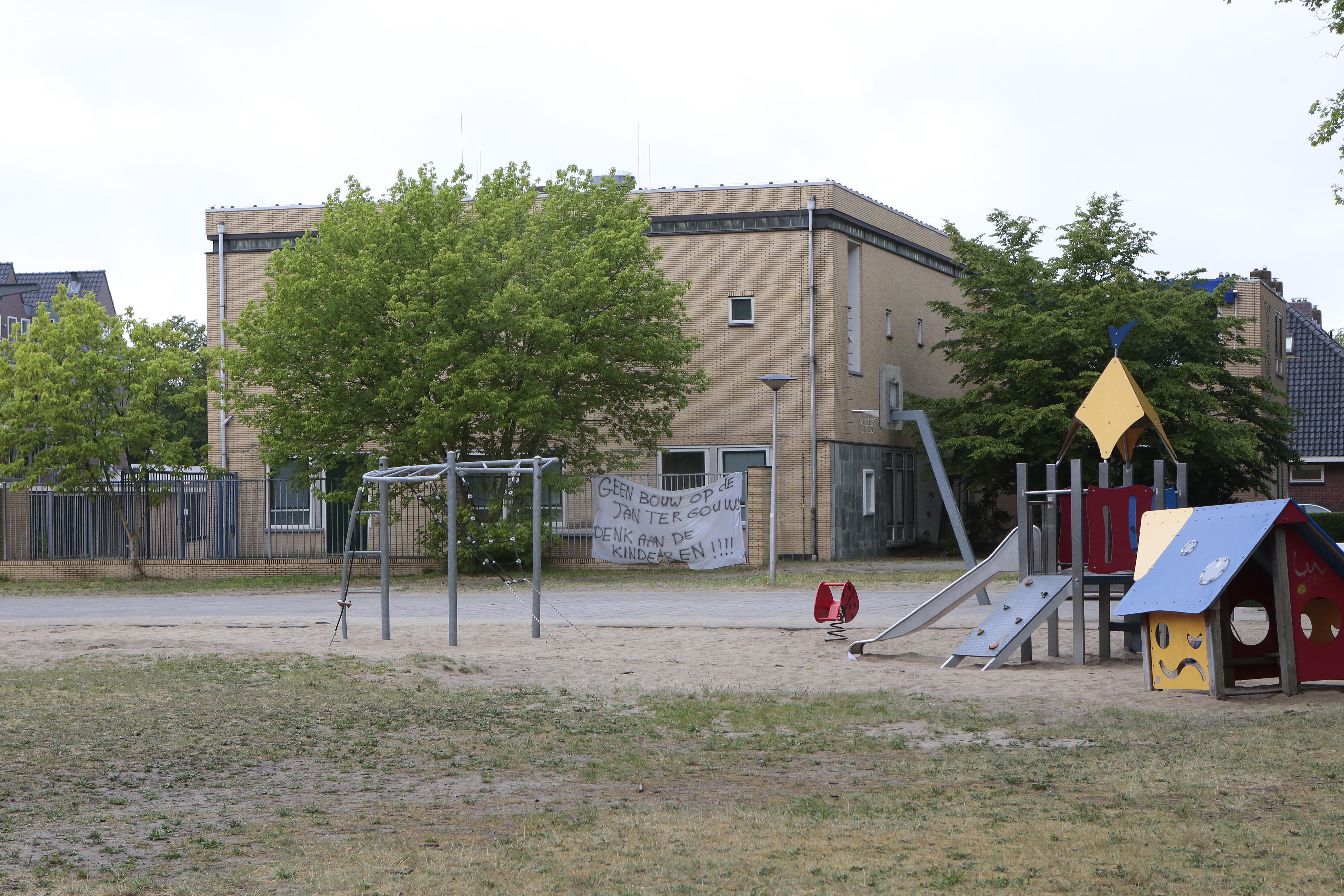 Er blijven twijfels over de speelruimte rond Jan ter Gouwweg in Naarden, ondanks geruststelling van het college: 'Is een perk geschikt voor spelende kinderen?'