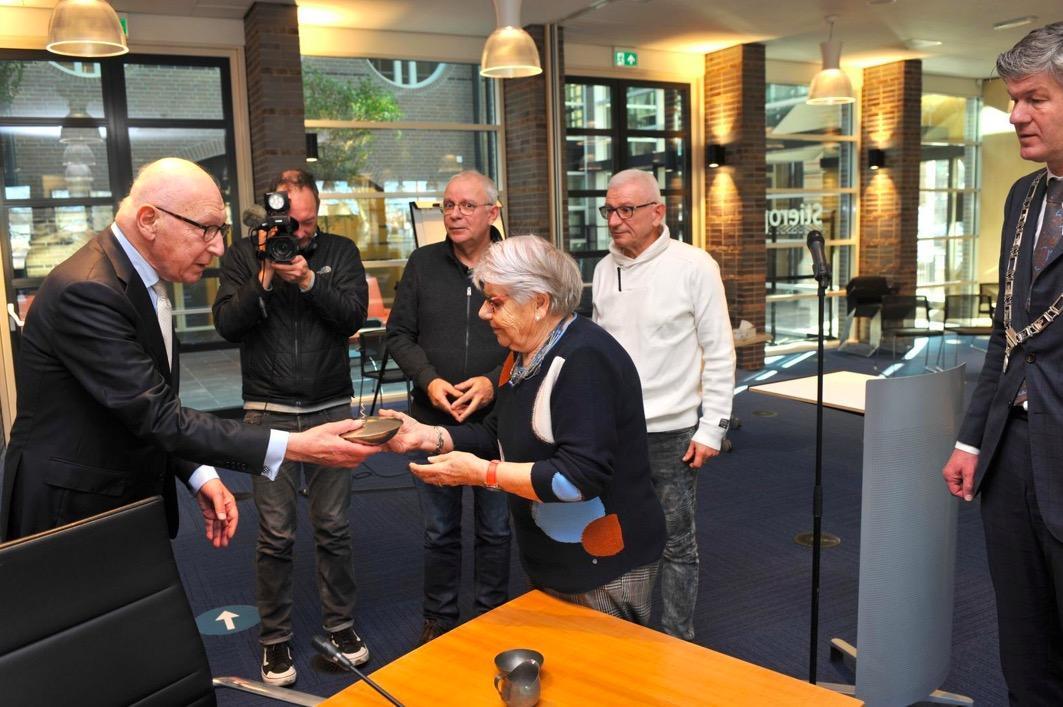 Na 78 jaar is serviesgoed van de vermoorde joodse familie Godschalk terug bij de nabestaanden: 'Mijn oom en tante hebben een naam en een gezicht gekregen'