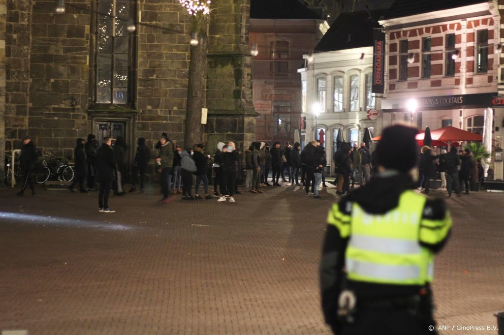 Op meerdere plaatsen in Nederland rellen tegen avondklok