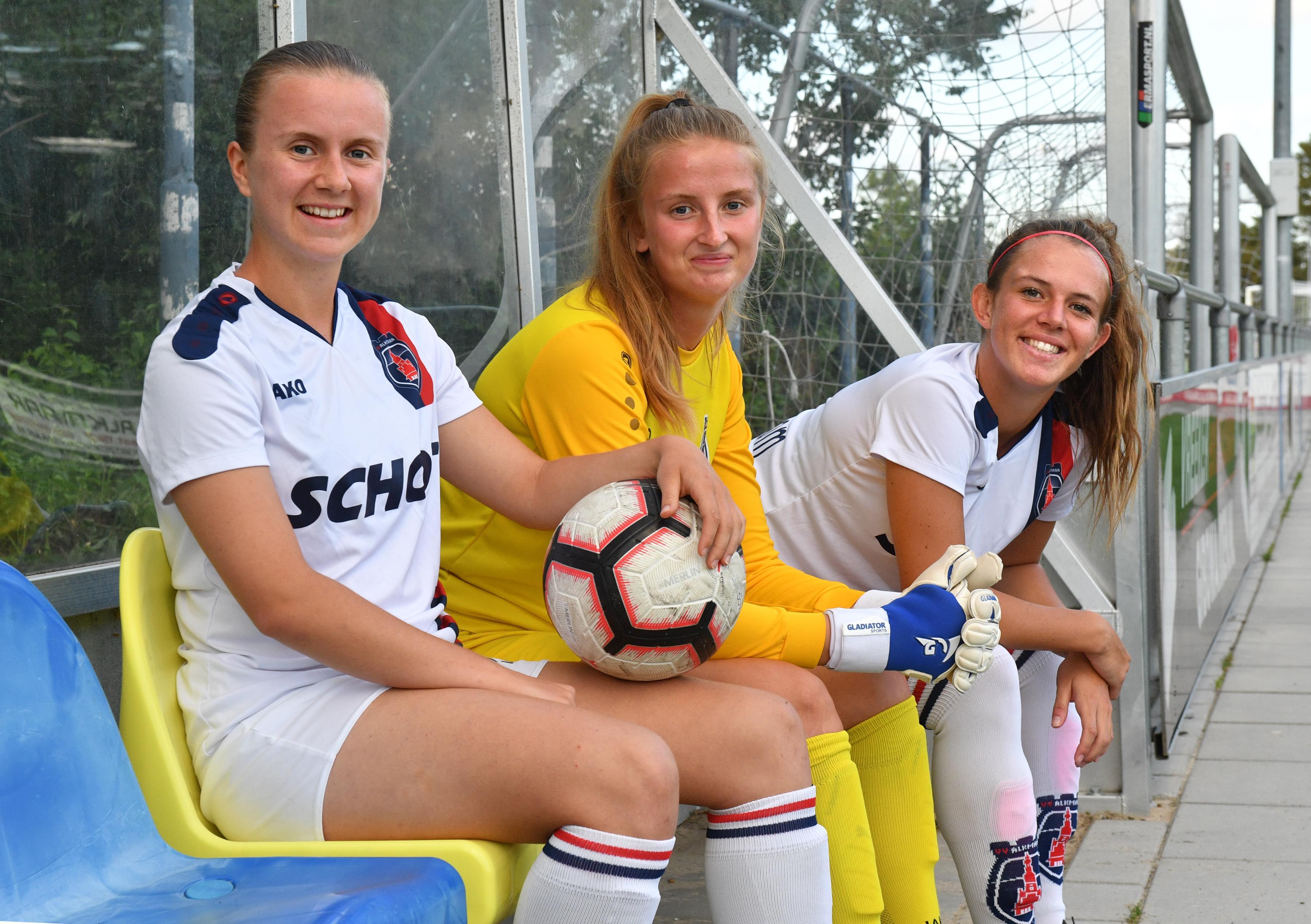 Kyah Coady, Henriikka Mäkelä en Natasha Brough willen met club naar de 'top of the league': Engels als voertaal bij VV Alkmaar