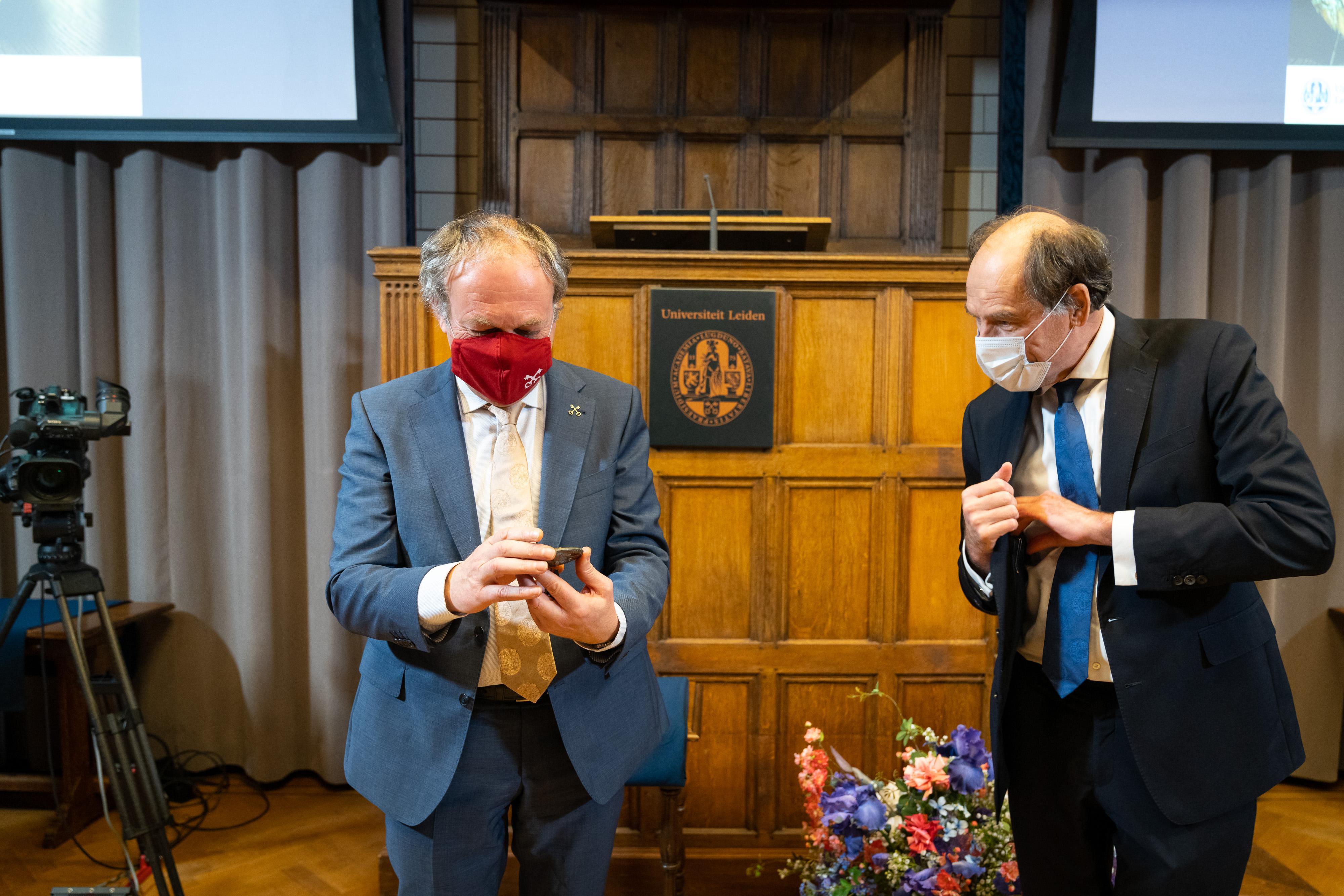 Burgemeester Lenferink 'enorm blij' met Scaligerpenning Universiteit Leiden