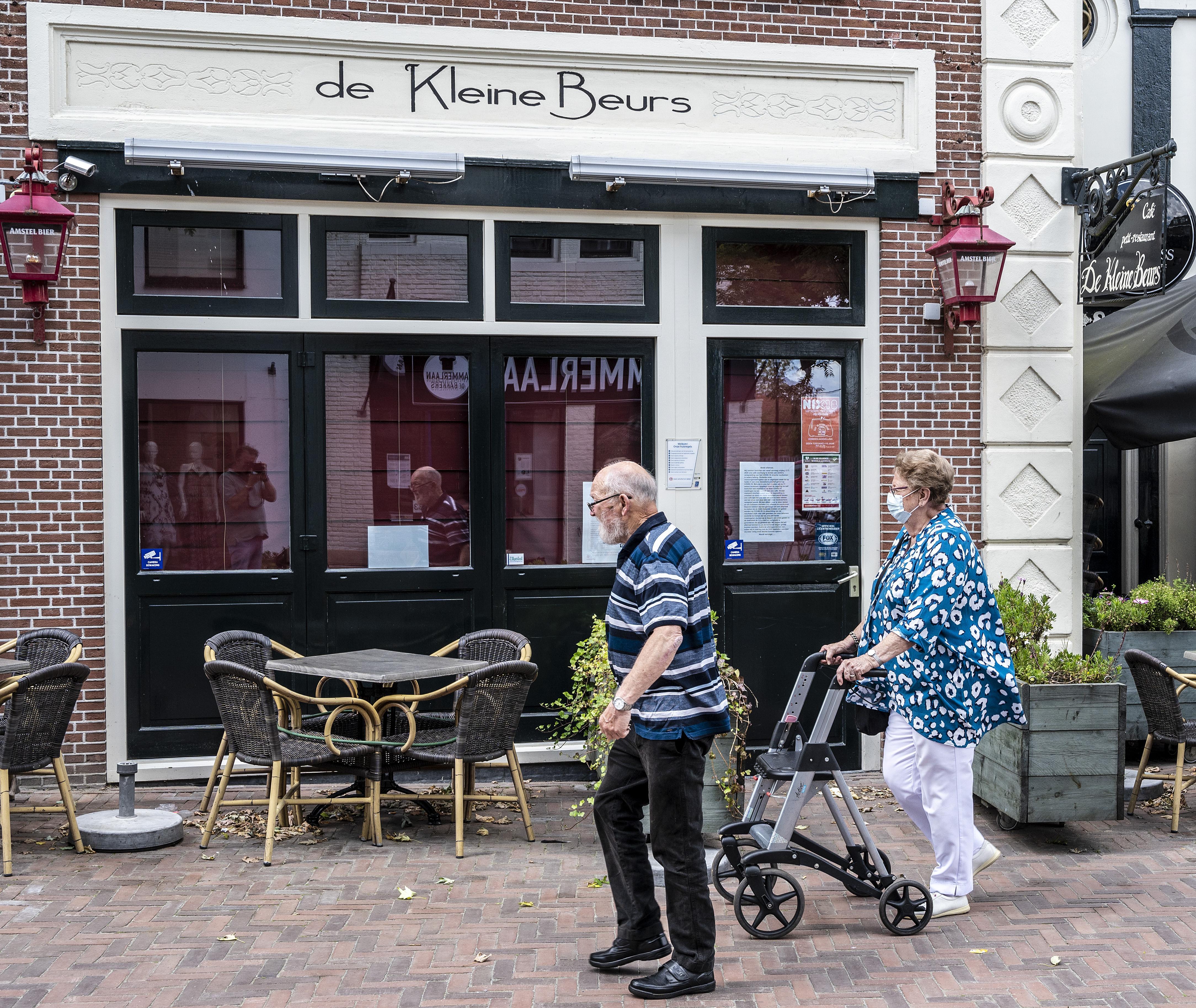 Eigenaar café De Kleine Beurs in Hillegom ligt onder vuur door bericht op Facebook: 'Ik ben er kapot van'
