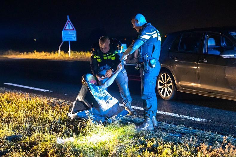 Politiehelikopter zoekt naar bestuurder na ongeval in Bunschoten