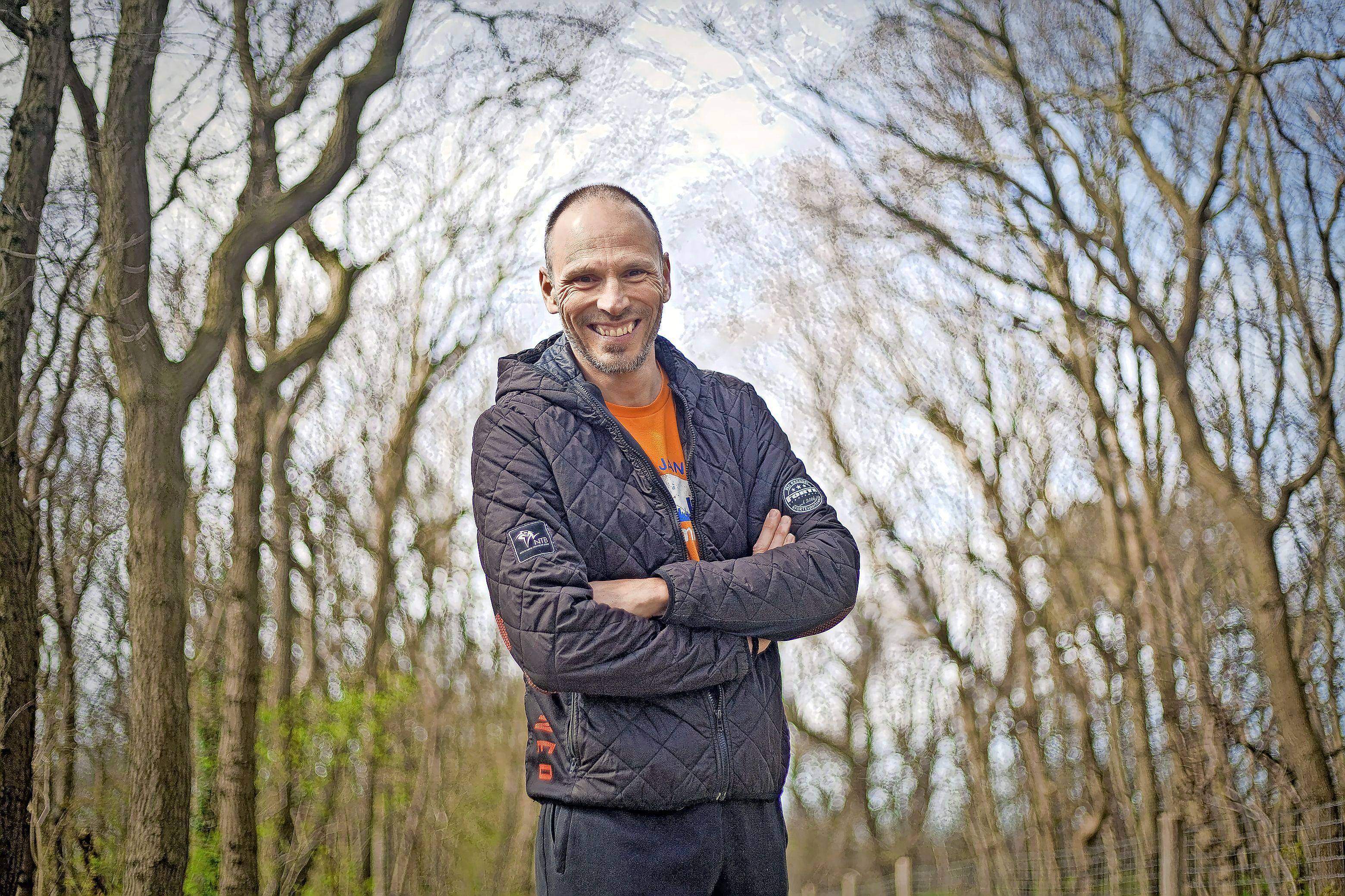 'We komen met drie medailles terug', voorspelt de bondscoach Bas de Bruin van de paralympisch triathlonploeg. 'Net als elke andere topsporter werken ze zich het schompes'