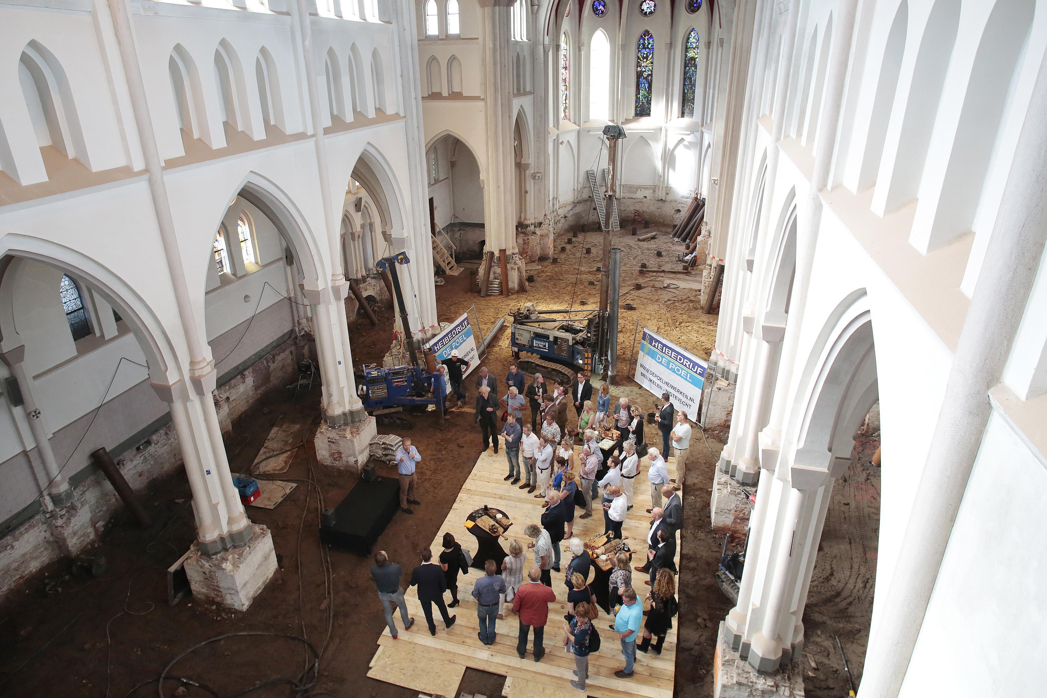 Funderingsherstel Laurentiuskerk Weesp begonnen