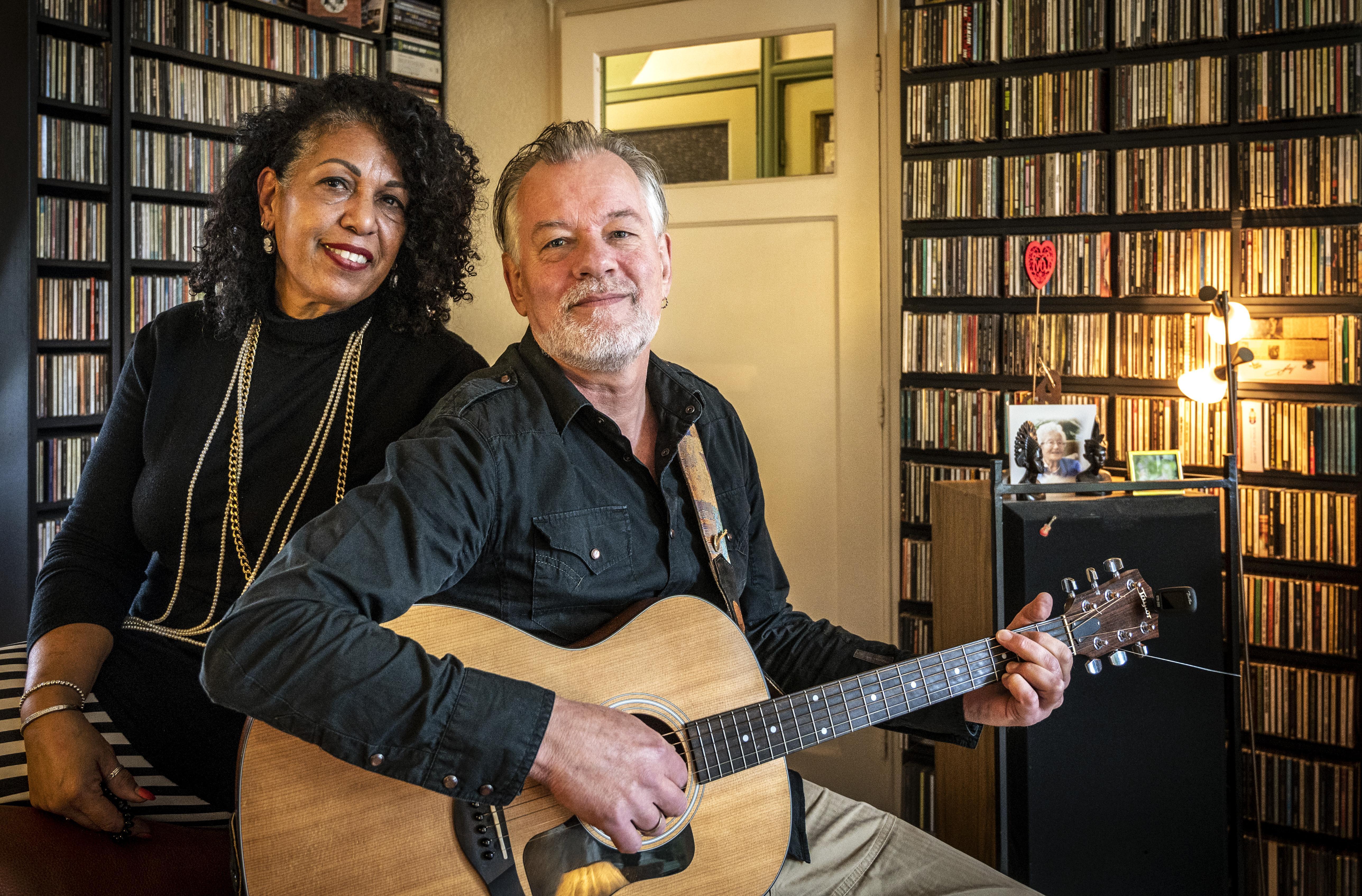 Haarlemmers Jeroen en Emilia maken thuis een muziekreis