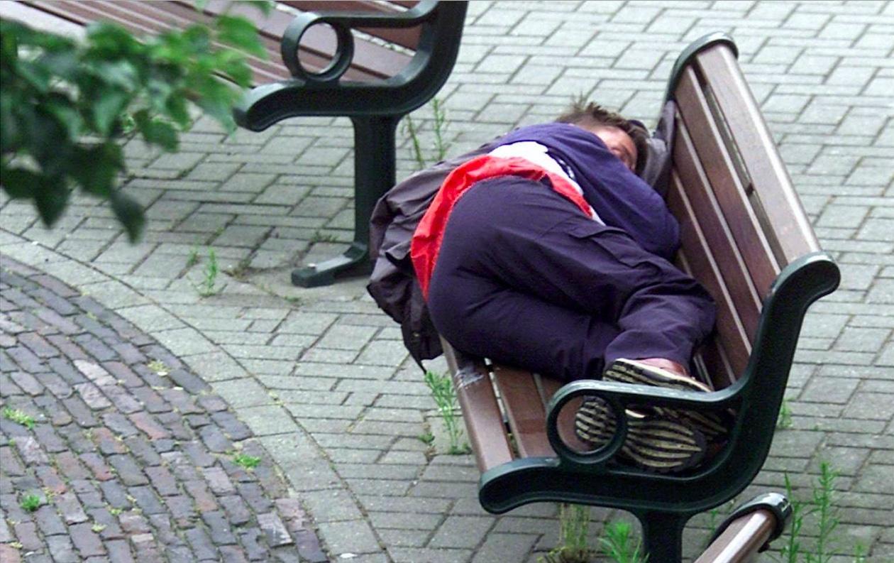 Vijf zakken kleding van Protestantse Gemeente Monnickendam voor daklozen, en in een moeite door tien kratten voedsel voor de voedselbank