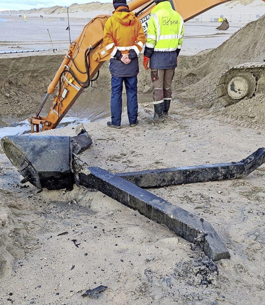 Vrijwilligers Rondje Wijk aan Zee in de zevende hemel met hun tetraëders. 'Het is één brok geschiedenis dat hier tastbaar wordt'