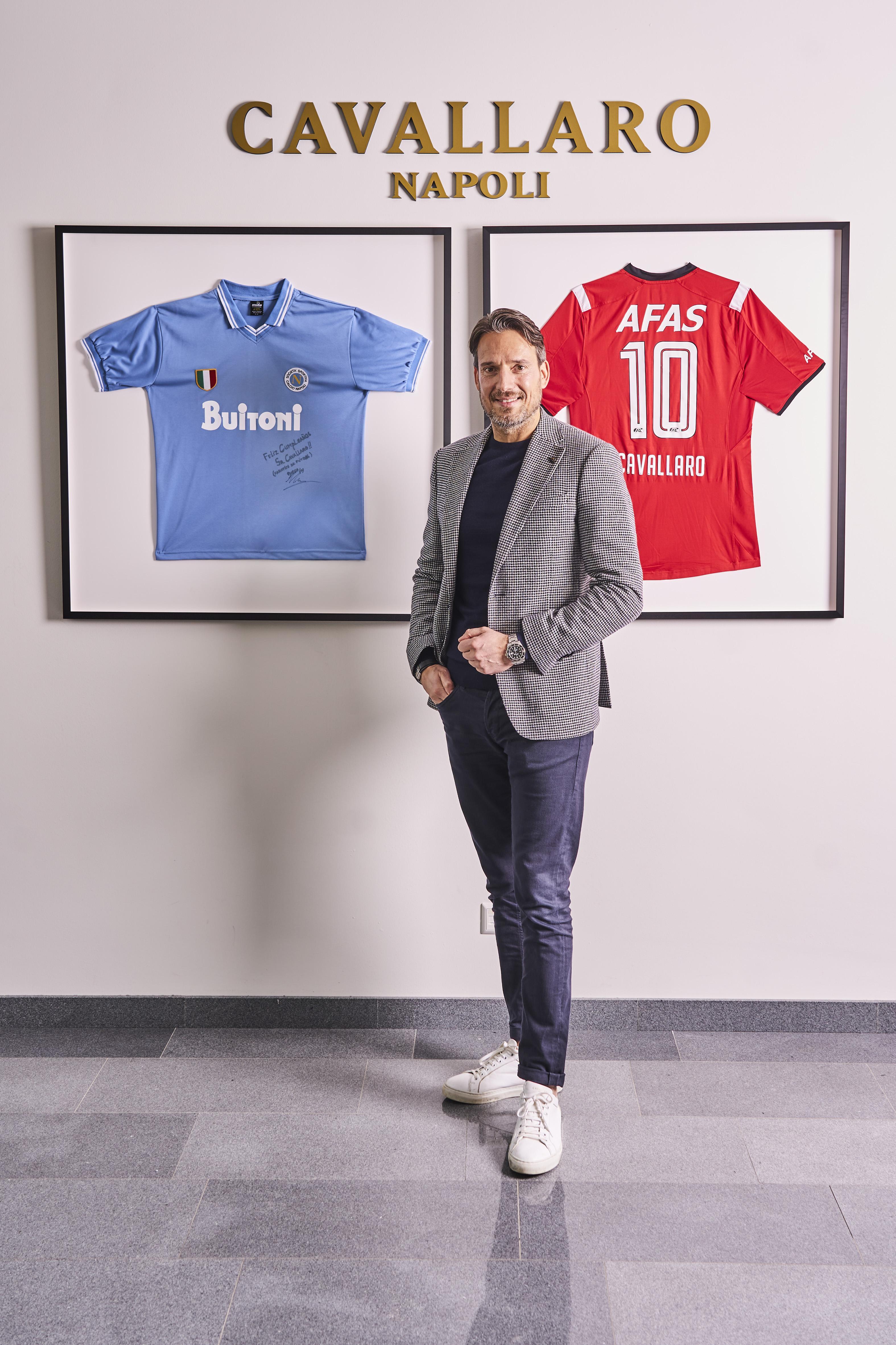Eigenaar van Haarlems modehuis Cavallaro, Giuseppe Cavallaro, is kledingsponsor van AZ en fan van Napoli. 'Het eerste kledingatelier waar ik mee werkte huist in Napels'
