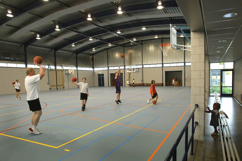 Basketballers uit Voorhout stappen uit competitie: ze vinden het vanwege corona niet verantwoord het halve land door te reizen