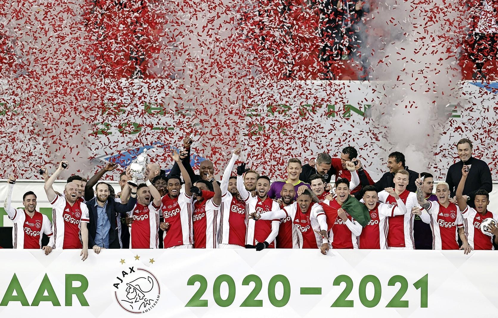 De pas 18-jarige Ryan Gravenberch vindt het lekker dat hij zijn eerste prijs met Ajax te pakken heeft