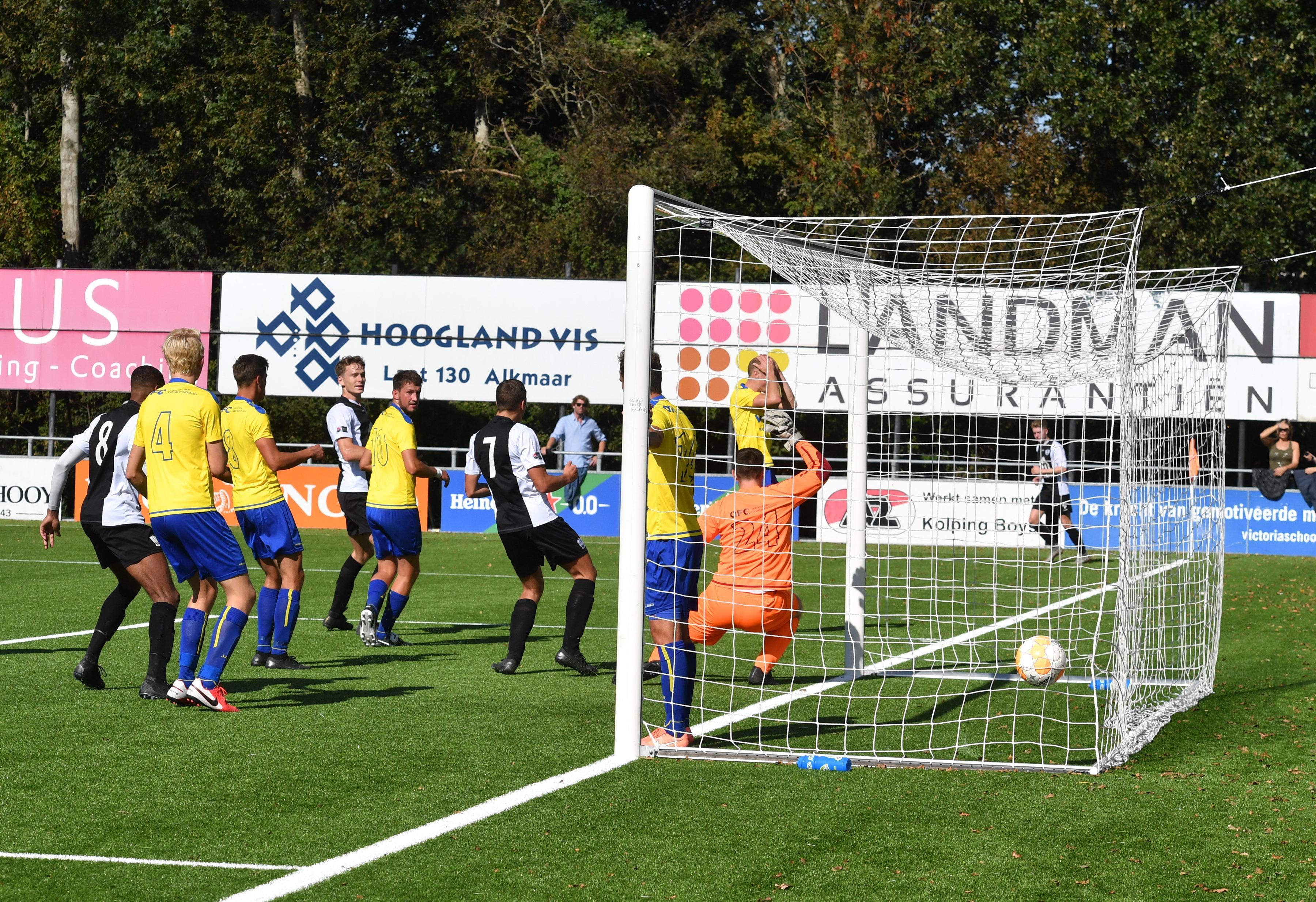 Oud-prof Mark de Vries wil jonge groep van Kolping Boys eerste klasse waardig maken en begint met moeizame thuiszege op LSVV