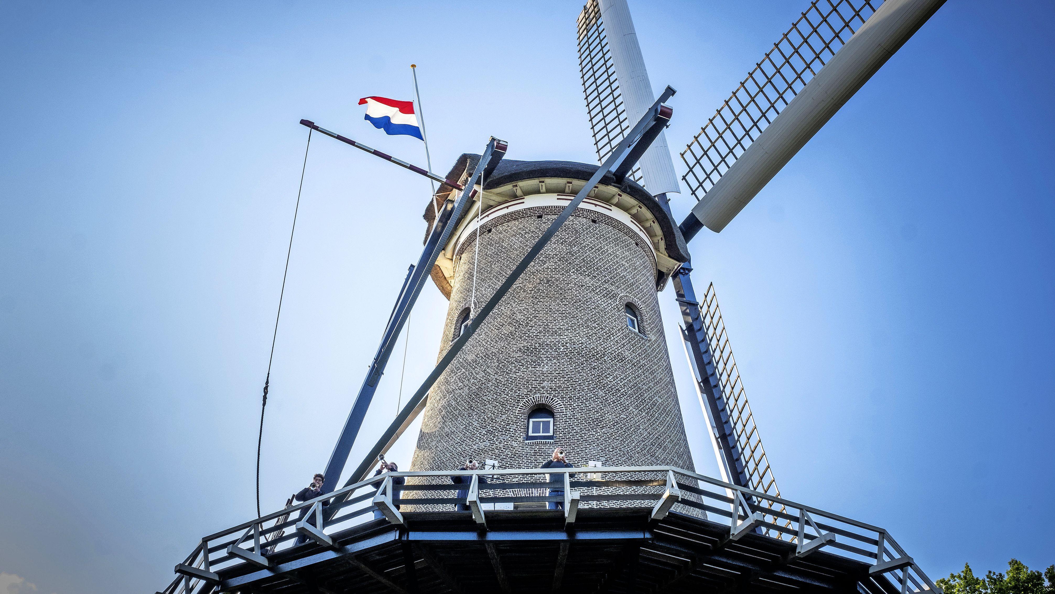Geen publiek, maar wel kransleggingen, toespraken en muziek bij herdenkingen in de regio Alkmaar