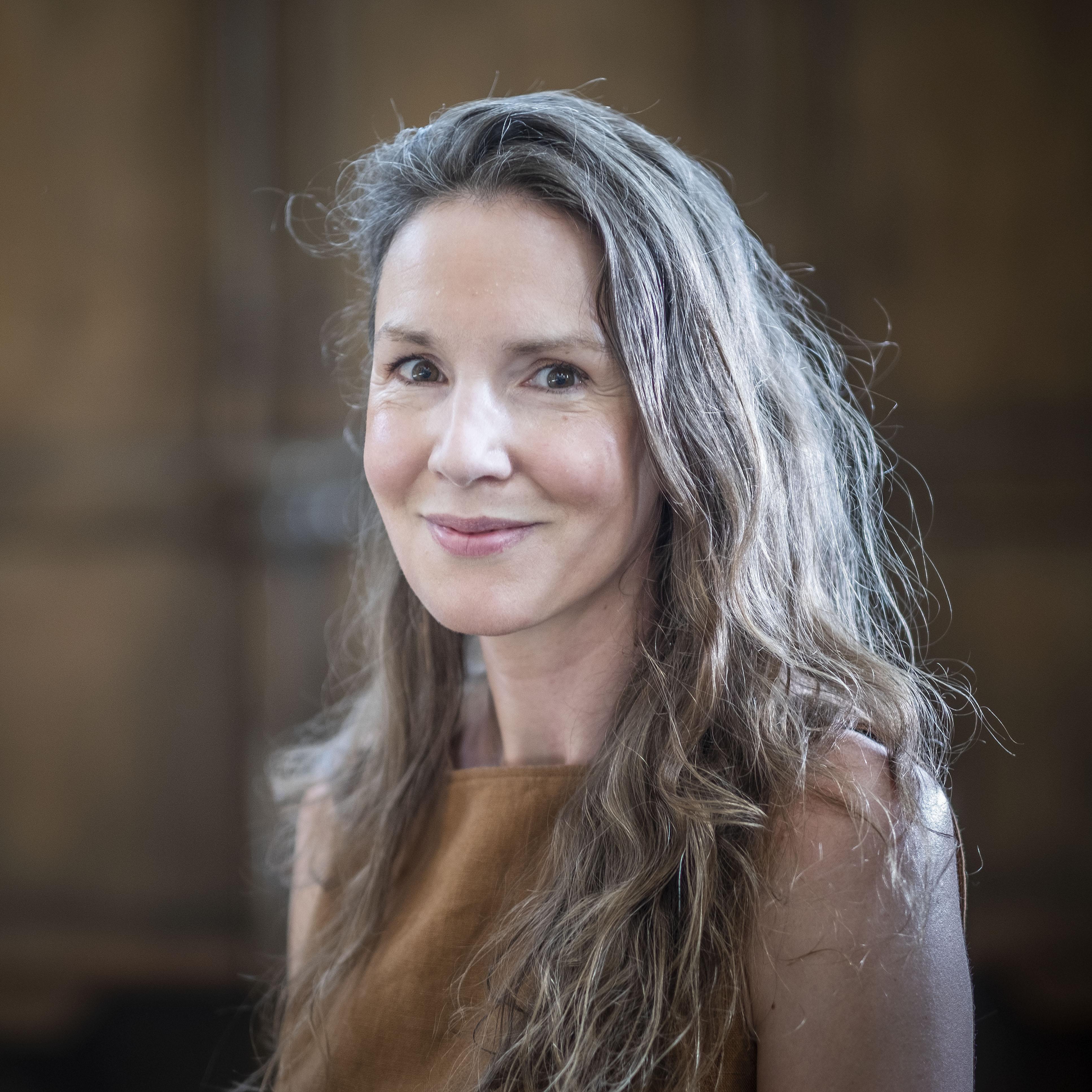 """Terug naar de polder van haar jeugd. Schrijfster Renske Jonkman over het landschap: ,,Je realiseert je niet hoe makkelijk het allemaal kan wegspoelen."""""""