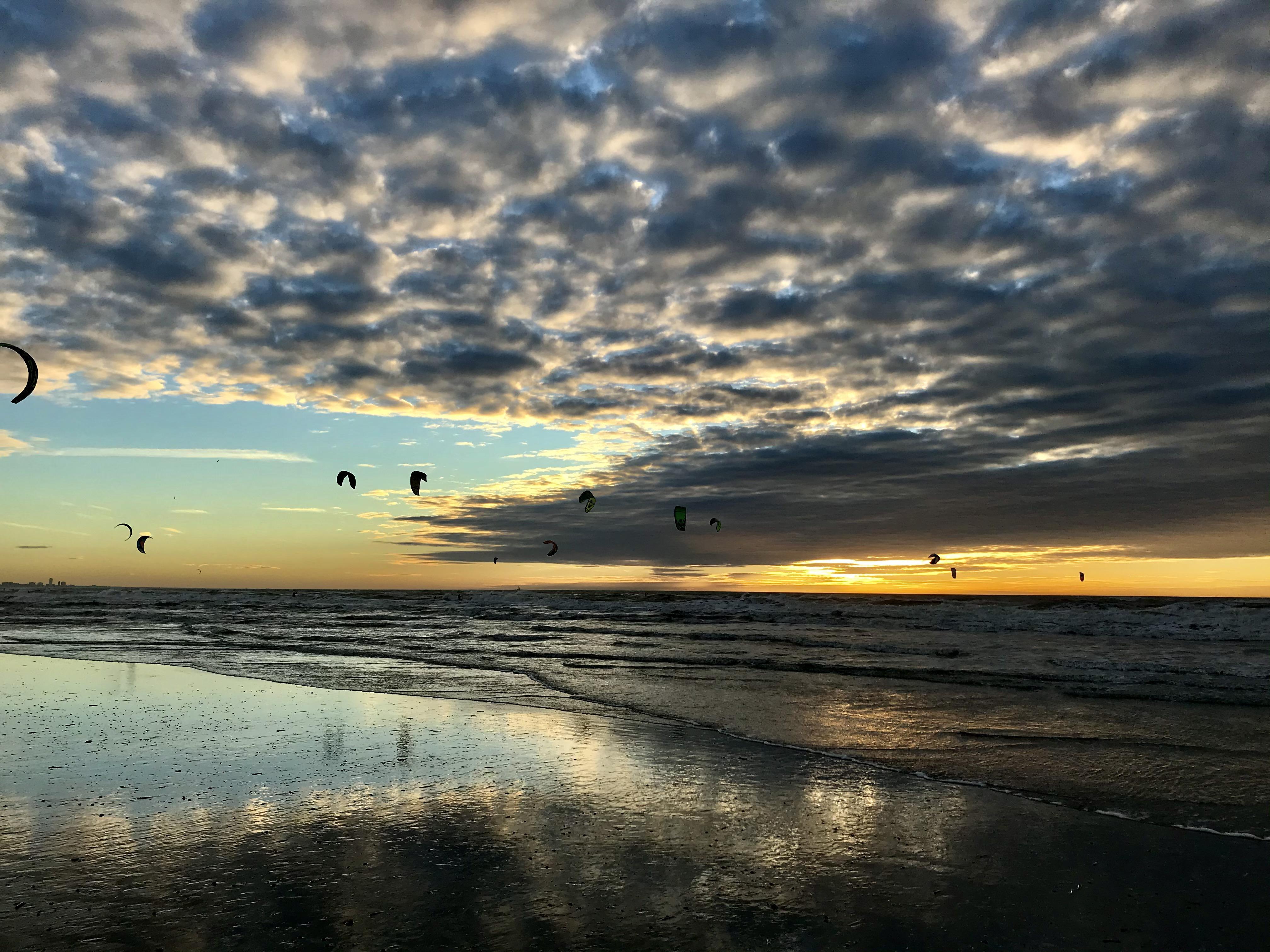 Lezersfoto: Windenergie op het strand van IJmuiden aan Zee