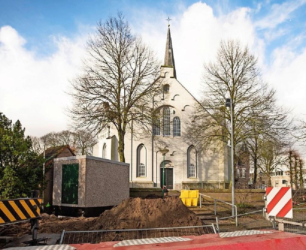 Enquête over nieuwe uitstraling Baarns omstreden stroomhuisje: Kiezen tussen varianten als beestjeshotel met groendak of kunst in stijl Escher op Brinkgebouwtje