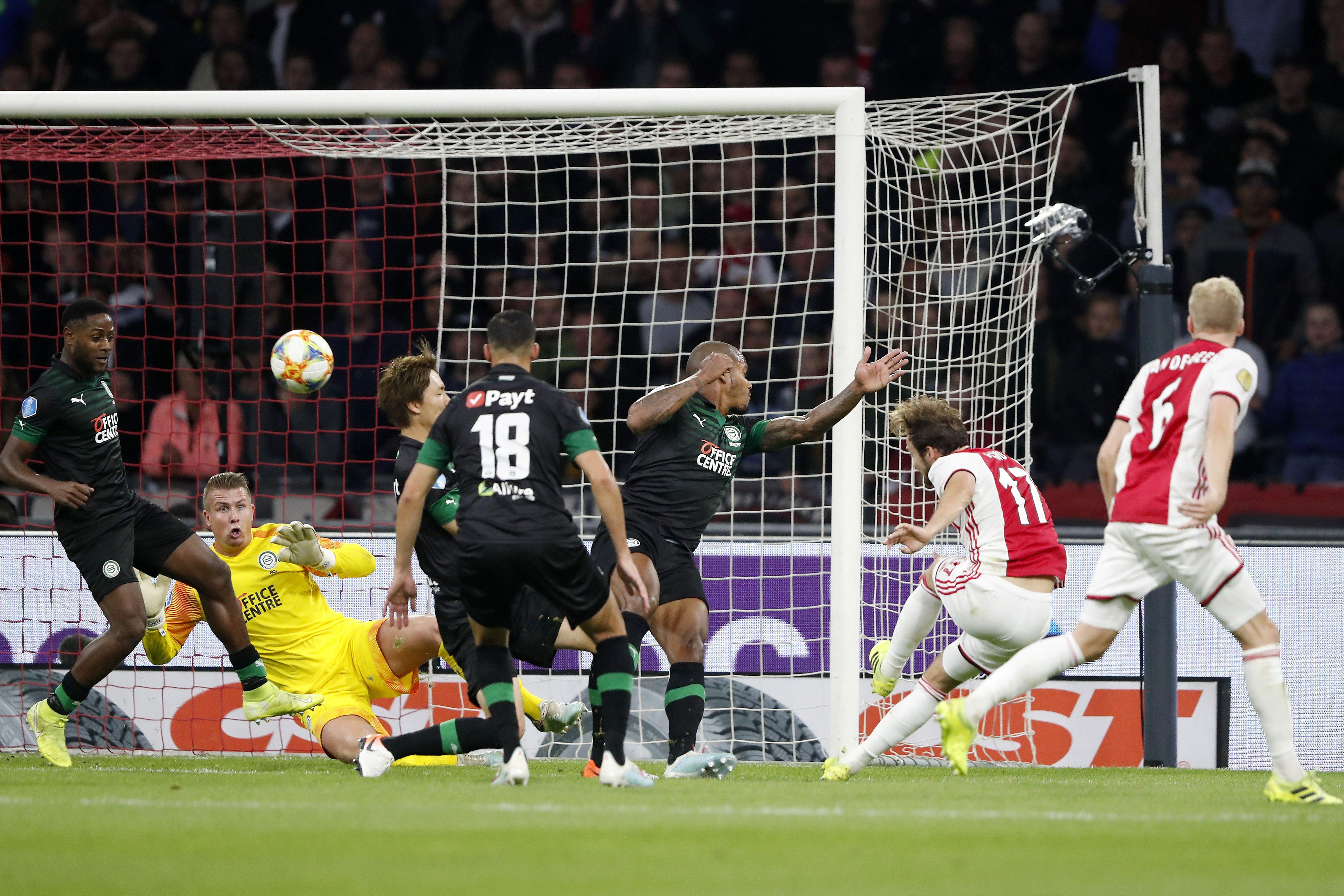 FC Groningen buigt pas met tien man voor Ajax [video]