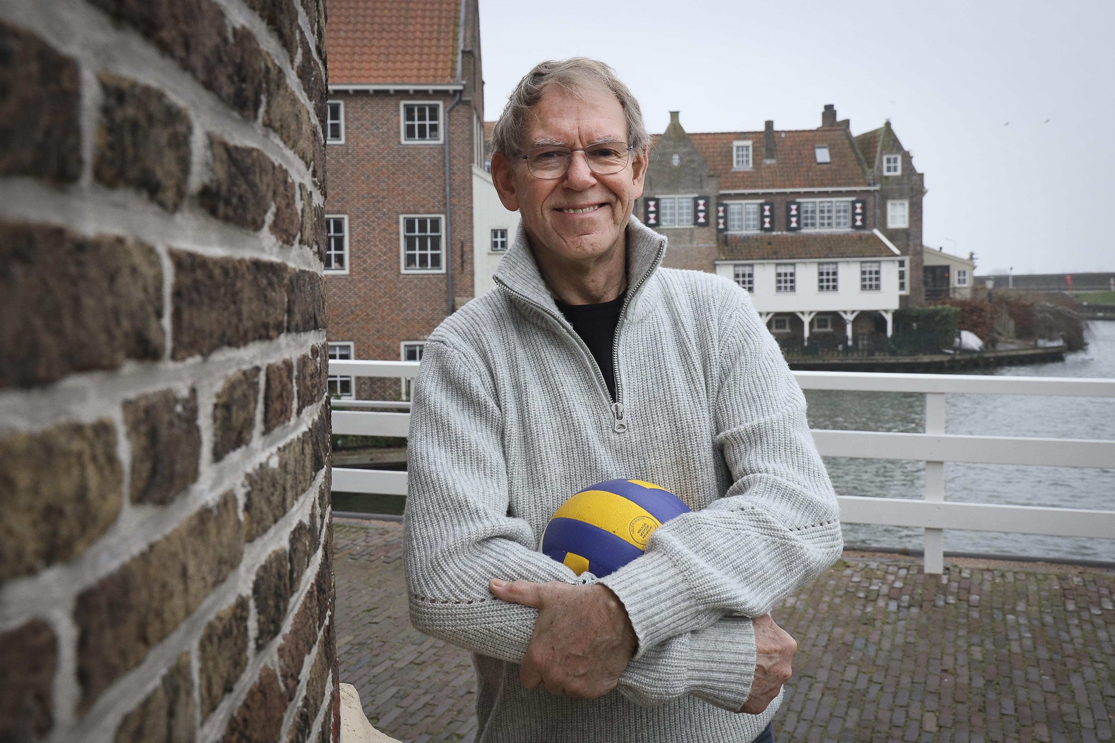 Een betonnen speelvloer, uitkijken voor het warmtekanon en douchen boven een pispot: van zijn jaren in de eredivisie is zijn tijd bij DTS ex-international Wim Knip het dierbaarst